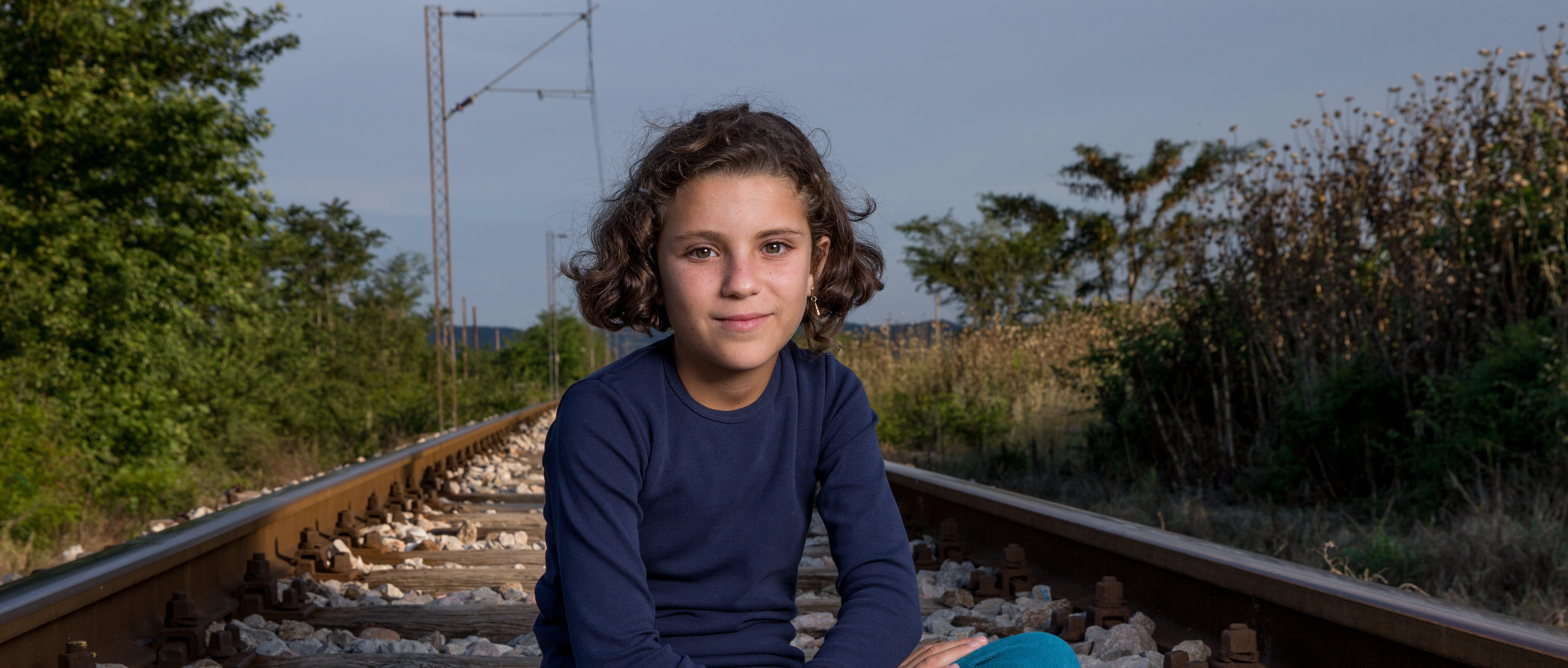 Hiba, bambina siriana di 10 anni è fuggita in Europa con la sua famiglia