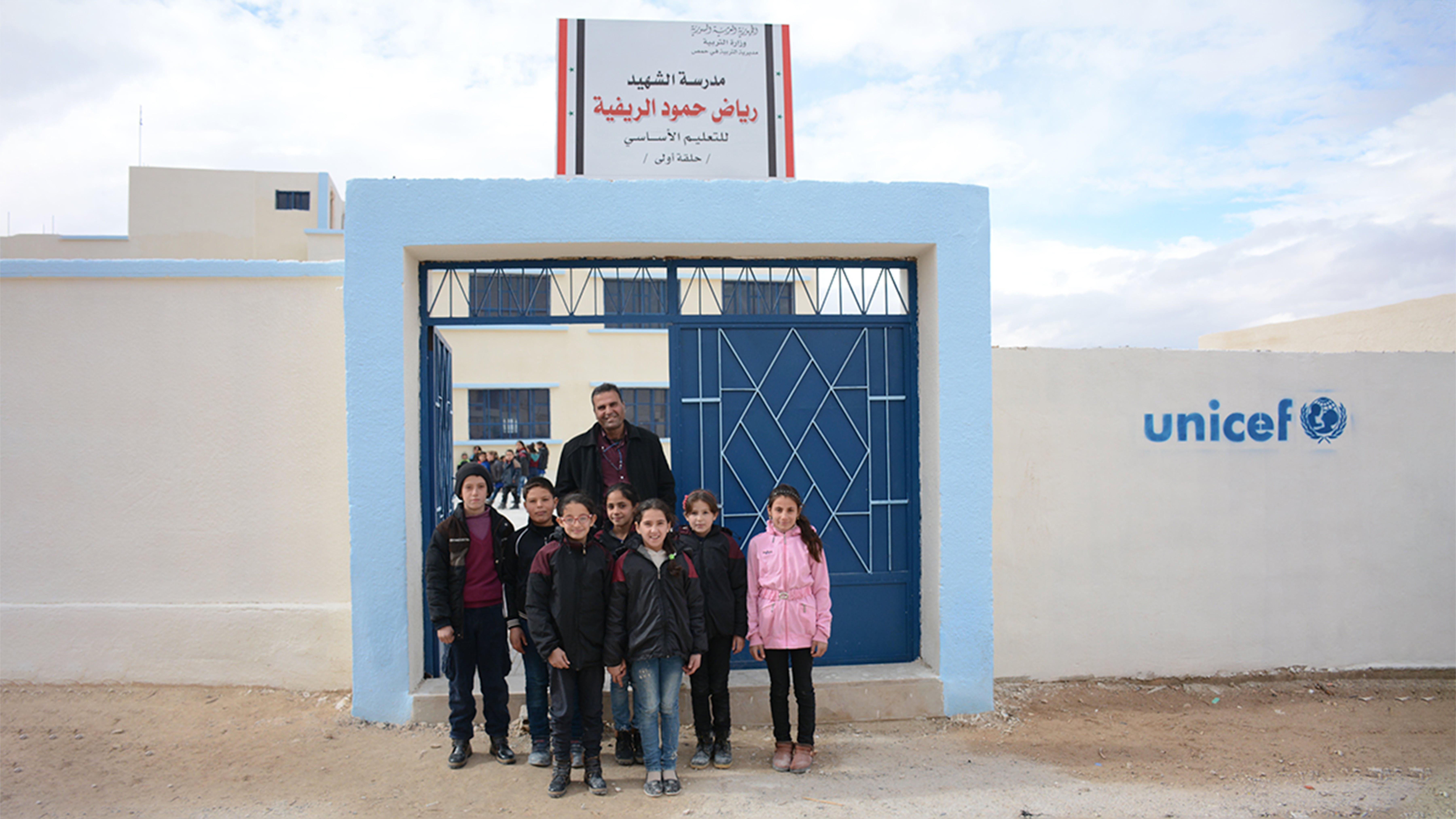 DOPO: l'entrata della scuola Reyad Hamoud a Maheen, sud di Homs