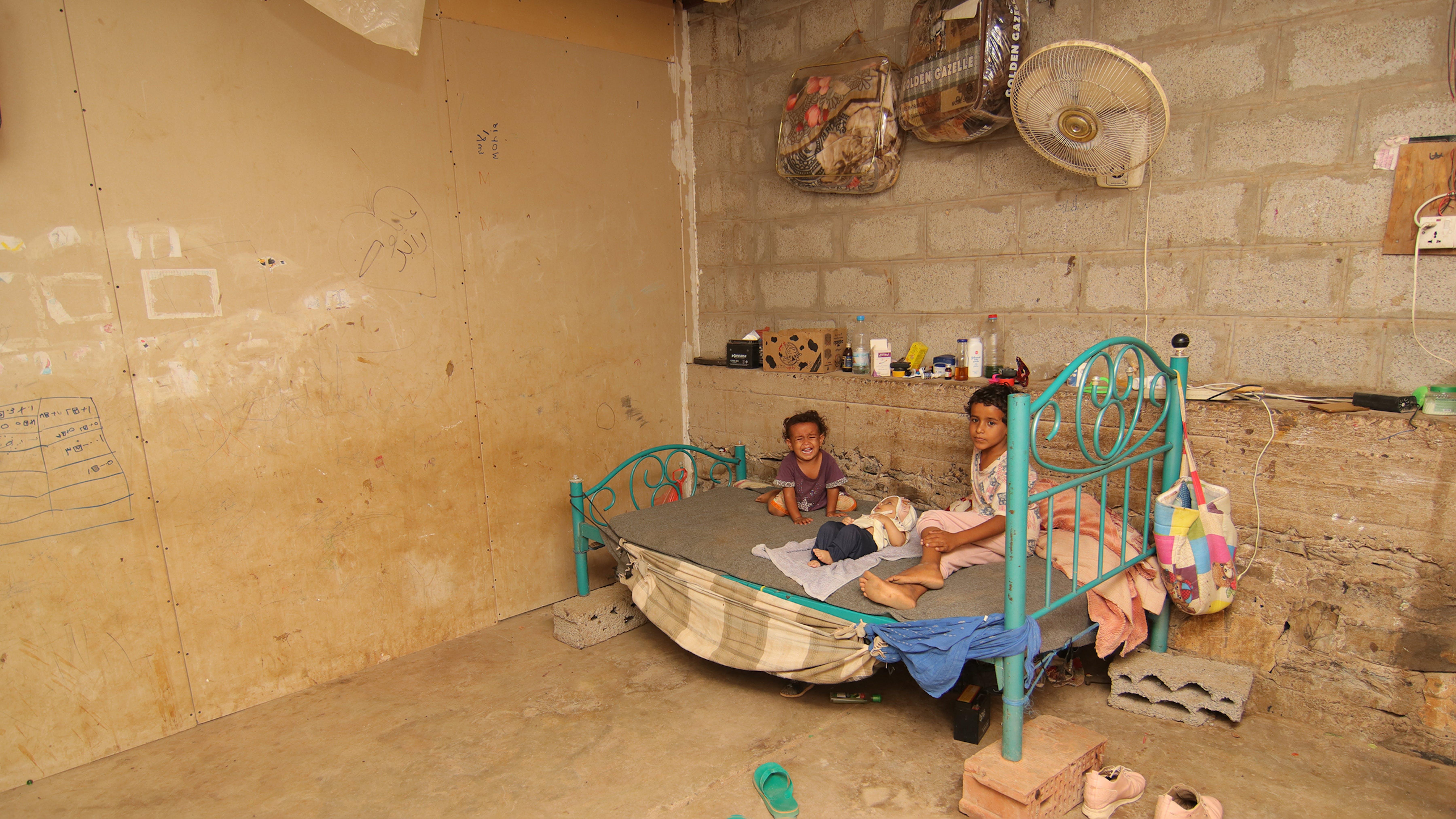 Il letto in cui dormono Muna con i suoi fratelli, siamo ad Aden, in Yemen