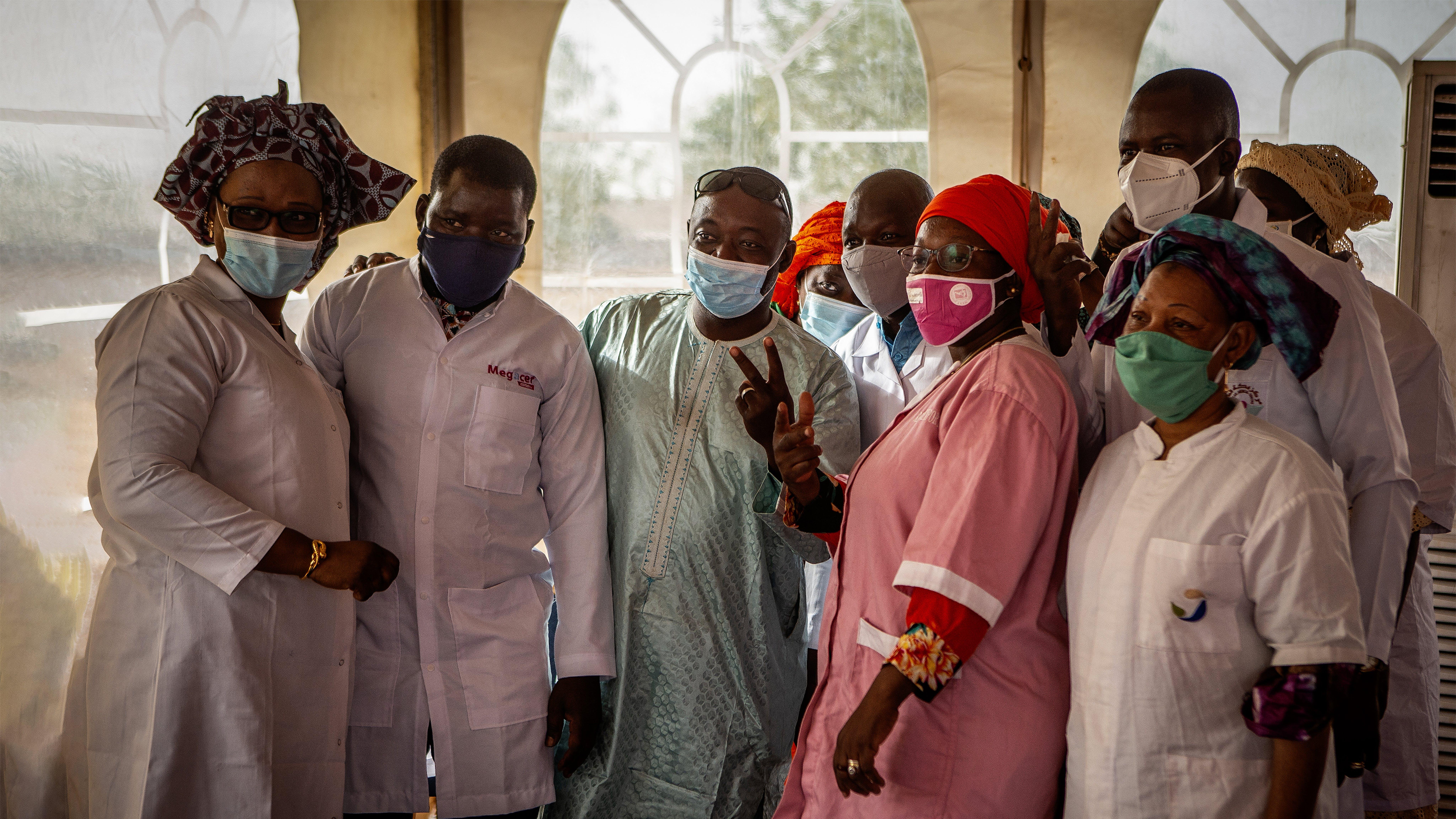 Mali, Un team di operatori sanitari si è appena vaccinato contro COVID19.