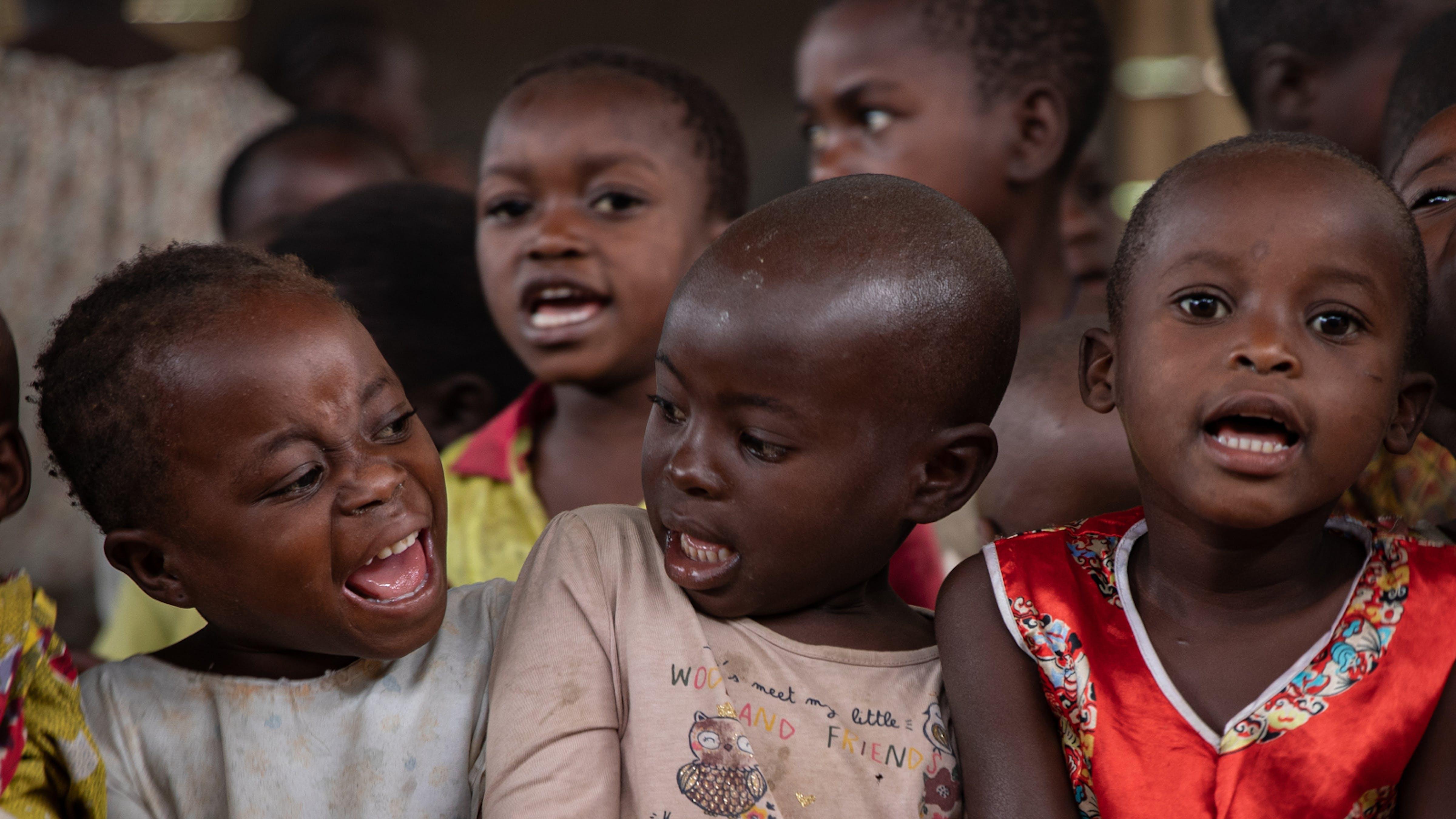 Congo,  uno Spazio a misura di bambino nel campo di Bunia dove i bambini hanno un posto sicuro dove imparare a  giocare,