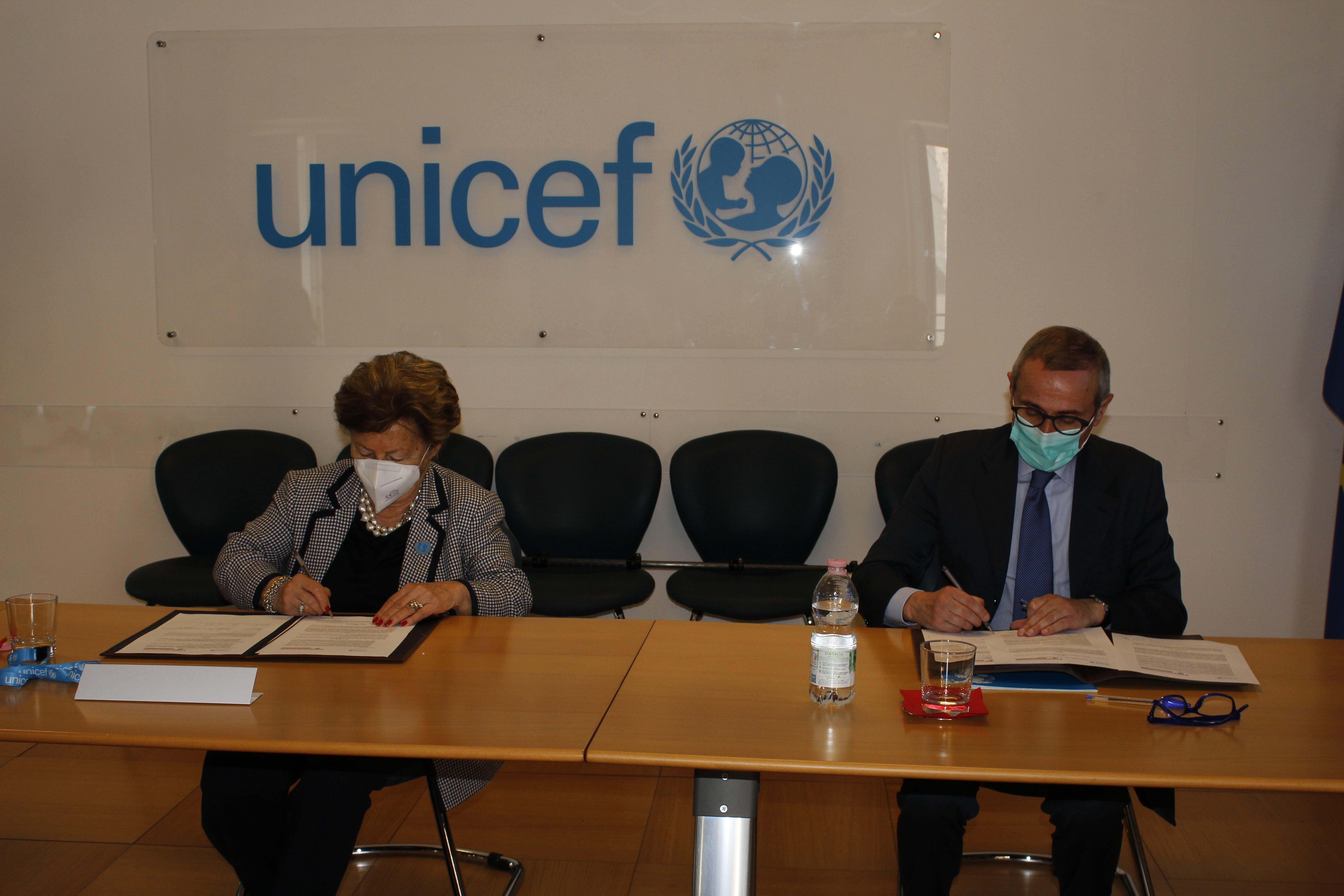 La presidente dell'UNICEF Carmela Pace e il Segretario generale della FNSI Raffaele Lorusso