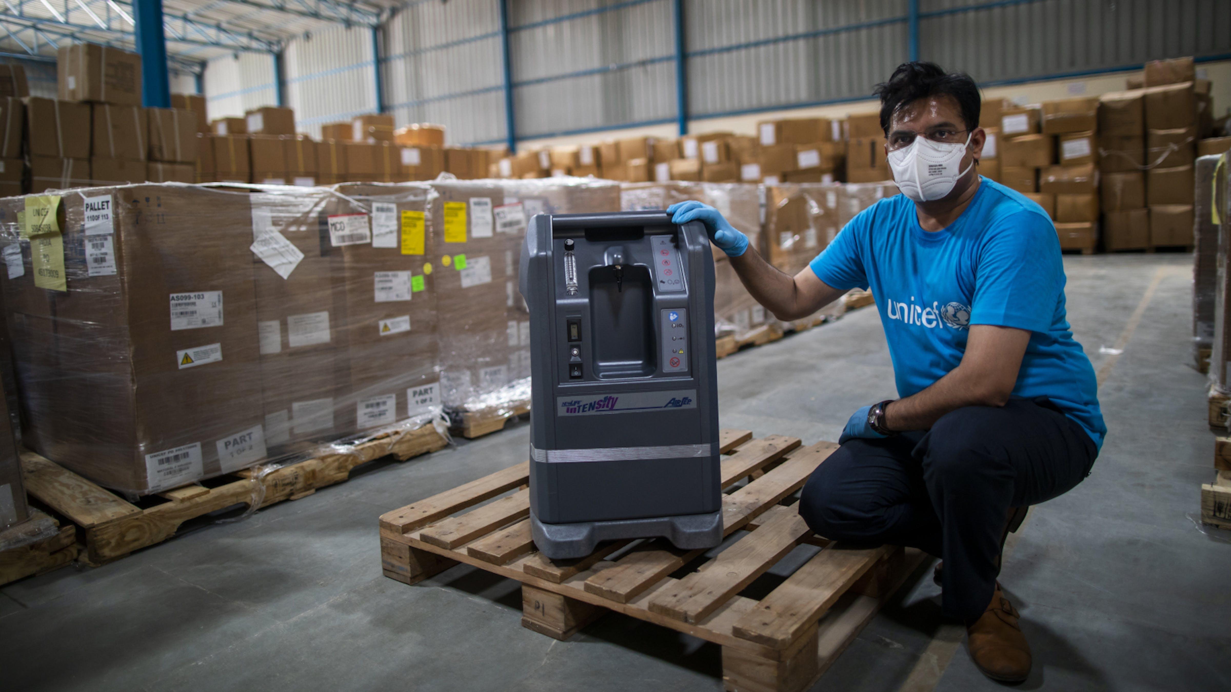 India, Concentratori di ossigeno appena giunti nel magazzino dell'UNICEF a Delhi