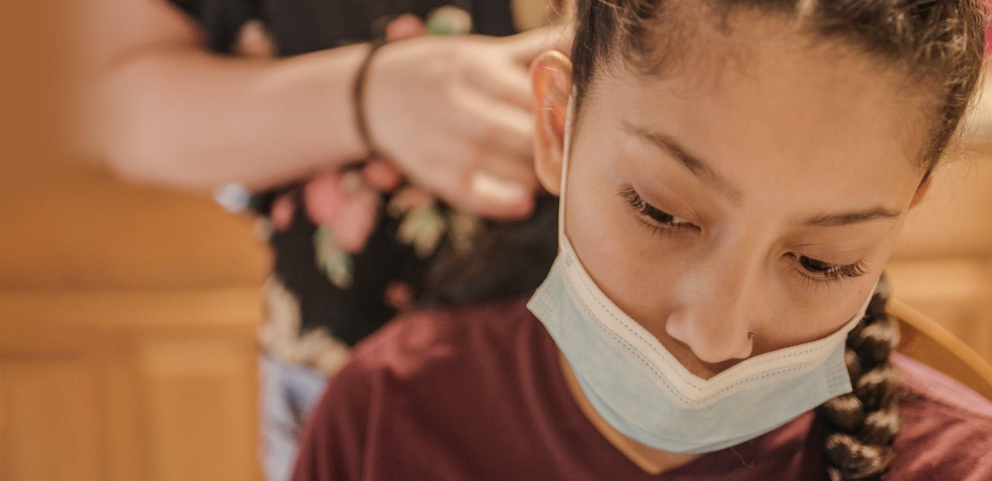 Ana, 14 anni, dal Guatemala è stata separata dalla mamma quando aveva solo 3 anni. Questa esperienza, insieme a quella della migrazione, hanno lasciato segni profondi in lei
