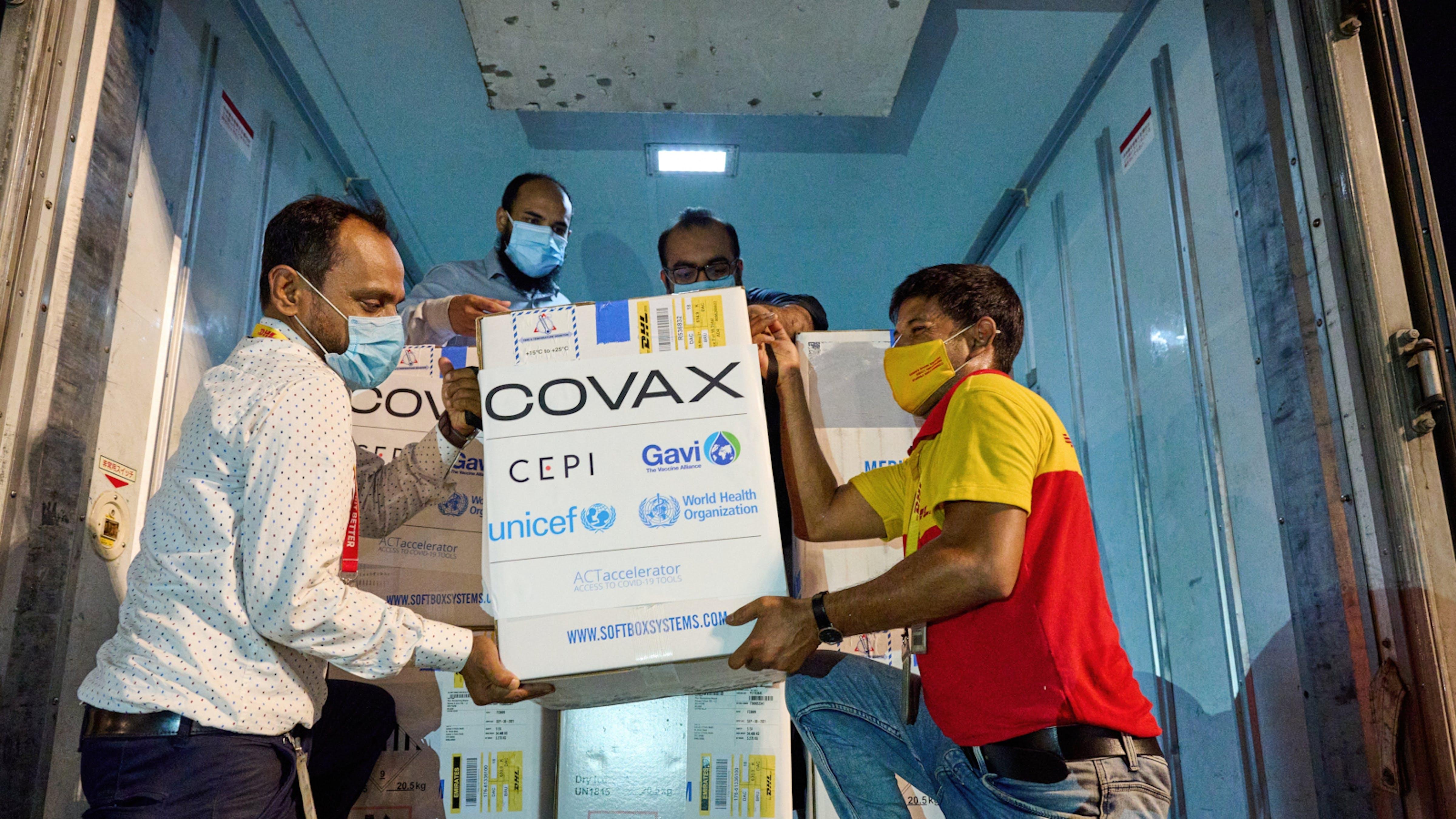 il Bangladesh riceve un carico di vaccini anti COVID-19 dall'iniziativa COVAX guidata da Gavi, CEPI, OMS e UNICEF
