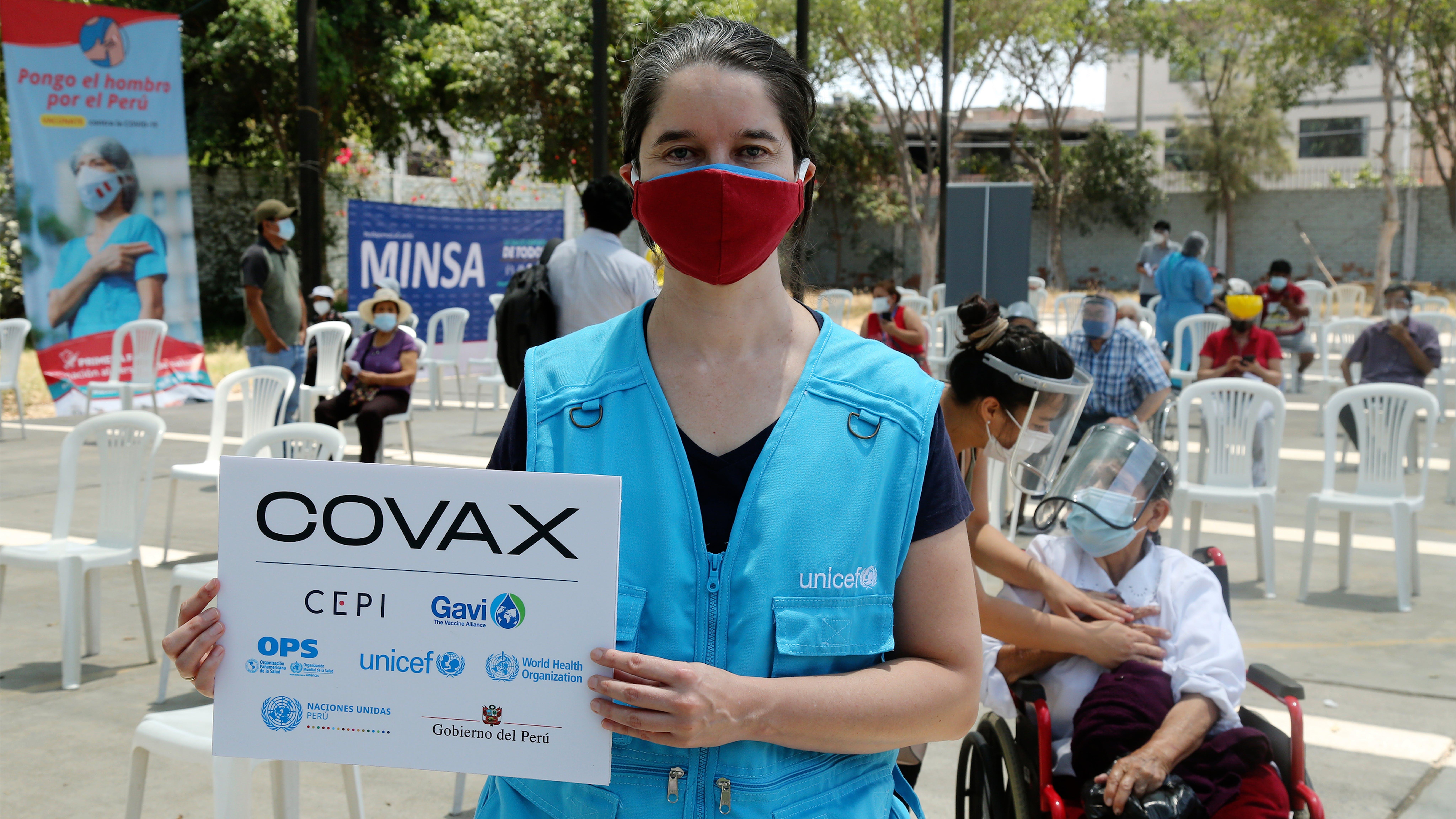 Perù, gli anziani hanno iniziato a ricevere i vaccini contro il COVID-19