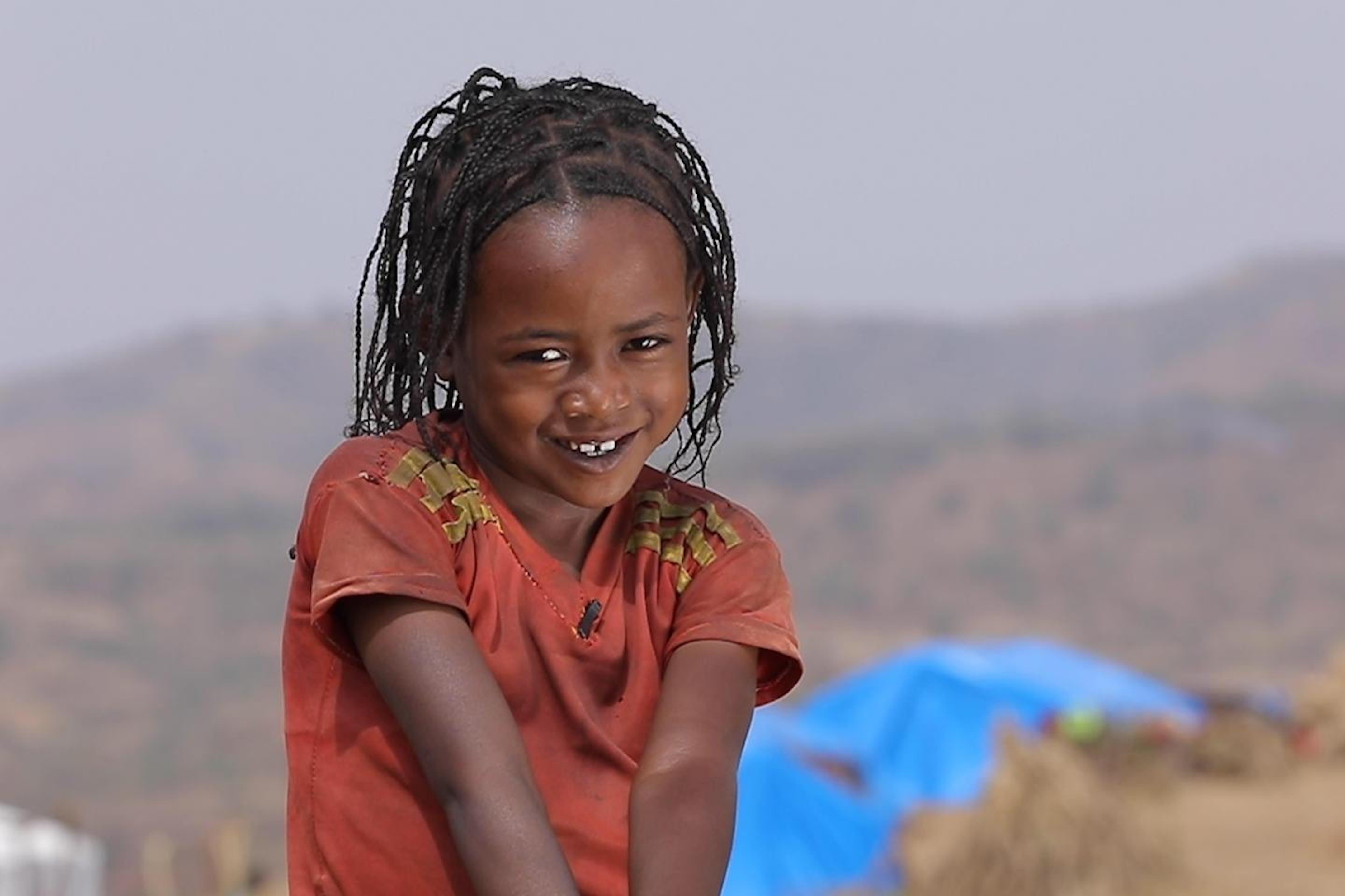 Gabazech, 8 anni, racconta la sua vita nel campo per sfollati. Siamo in Etiopia nella zona di Konso