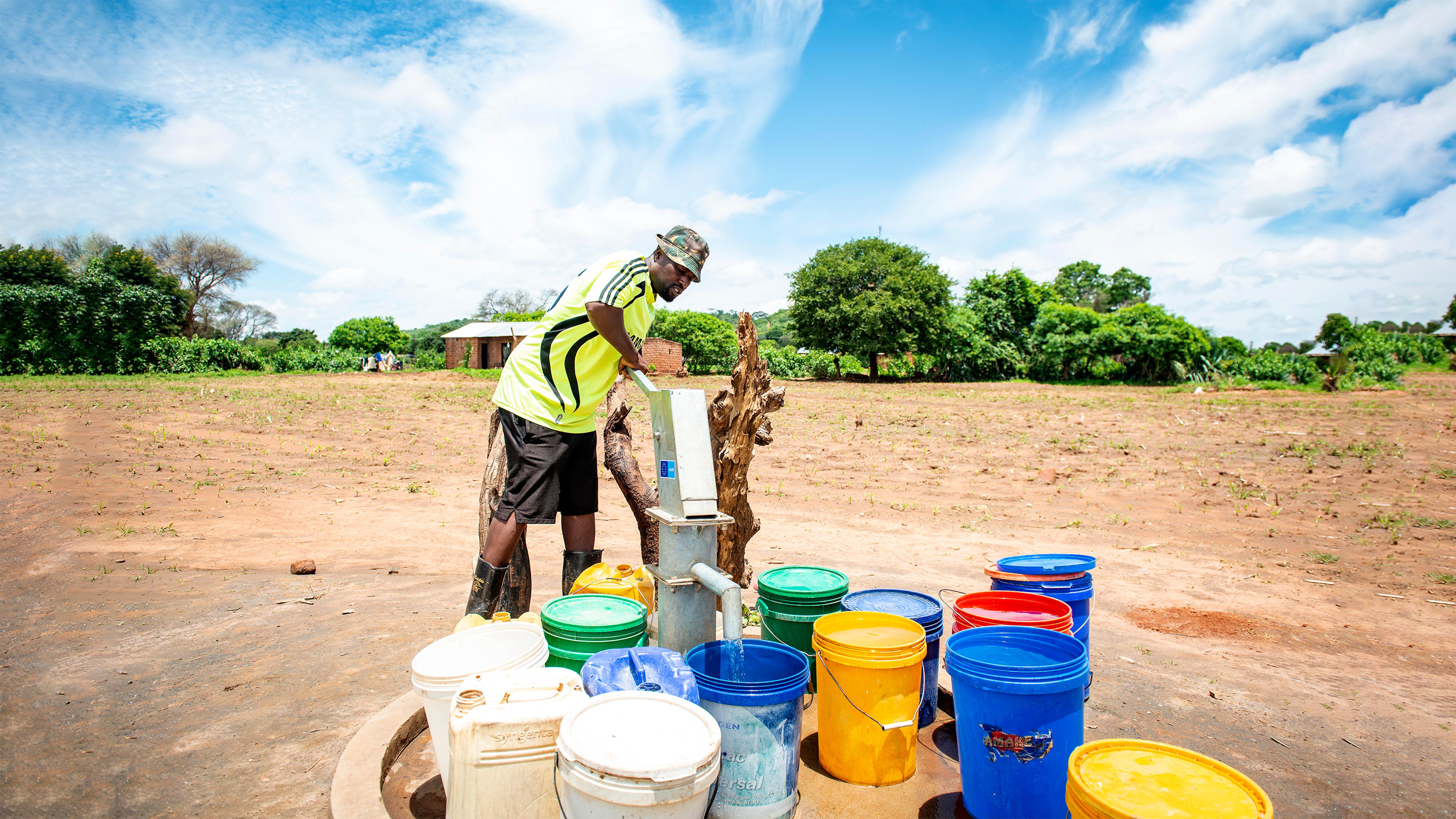 Zambia,  la prima pompa d'acqua installata nel villagio di Chikwala