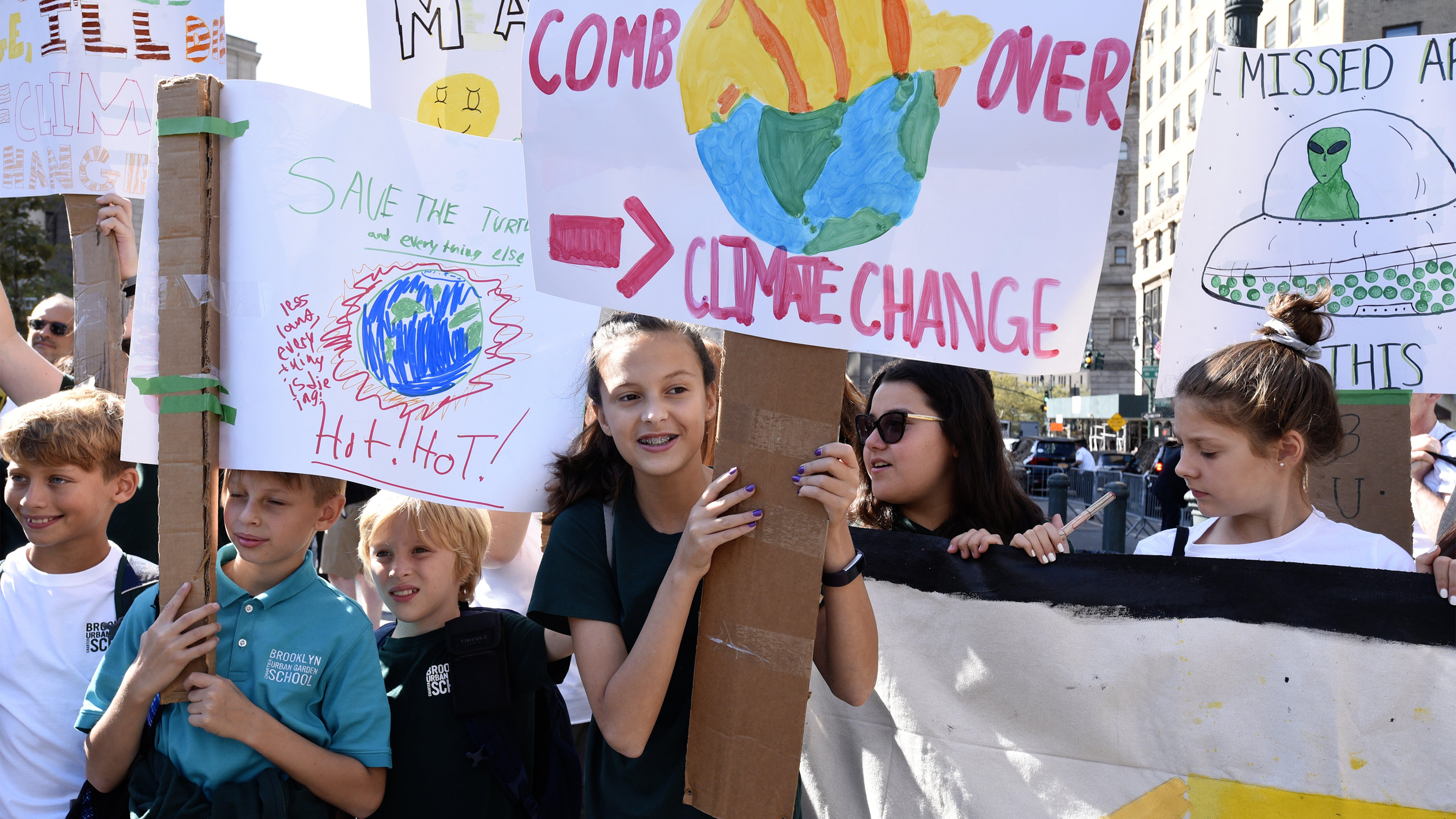 New York, settembre 2019: giovani attivisti partecipano alla manifestazione contro il cambiamento climatico