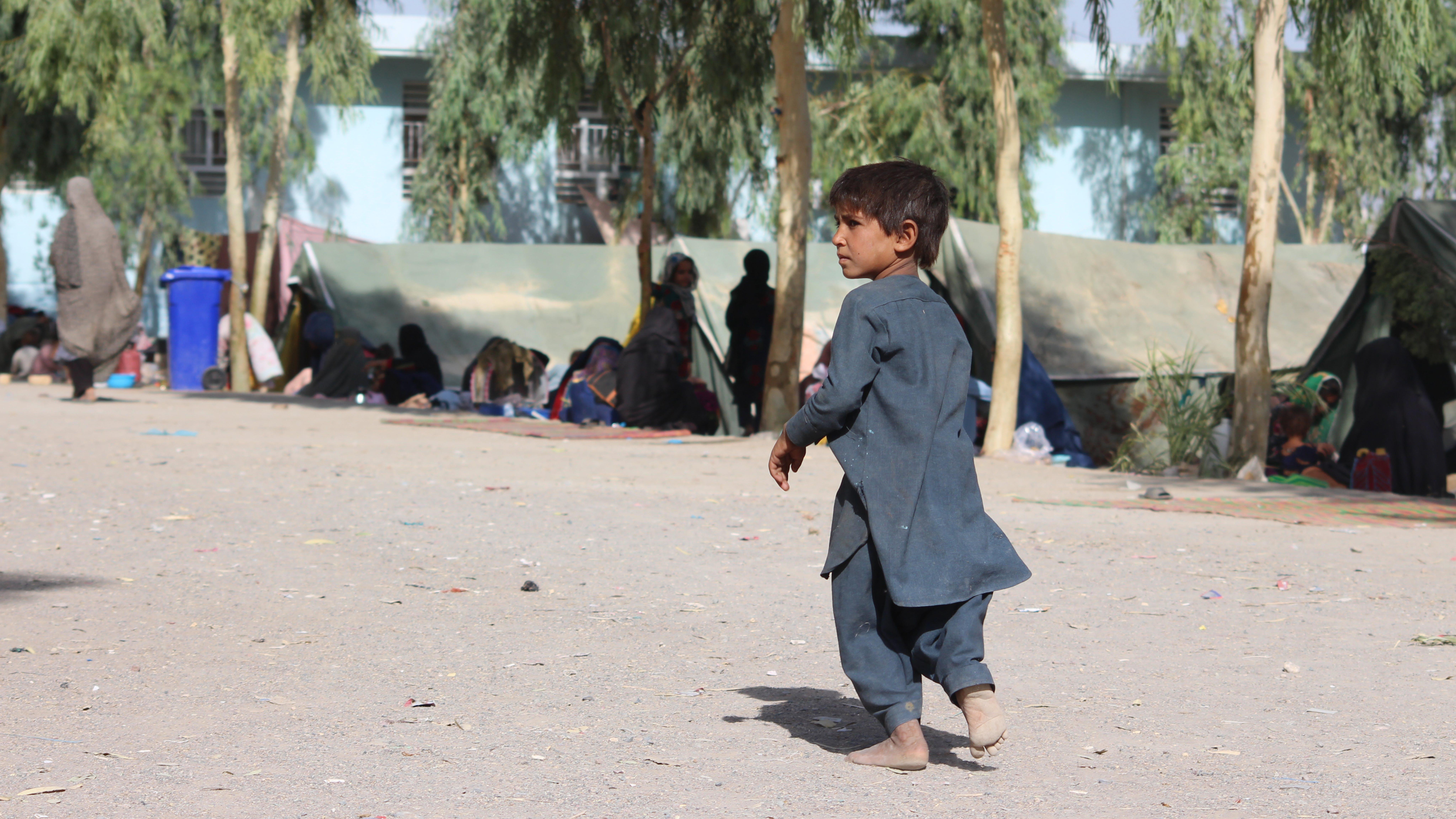 Afghanistan, un bambino nel campo di Haji per sfollati interni a Kandahar