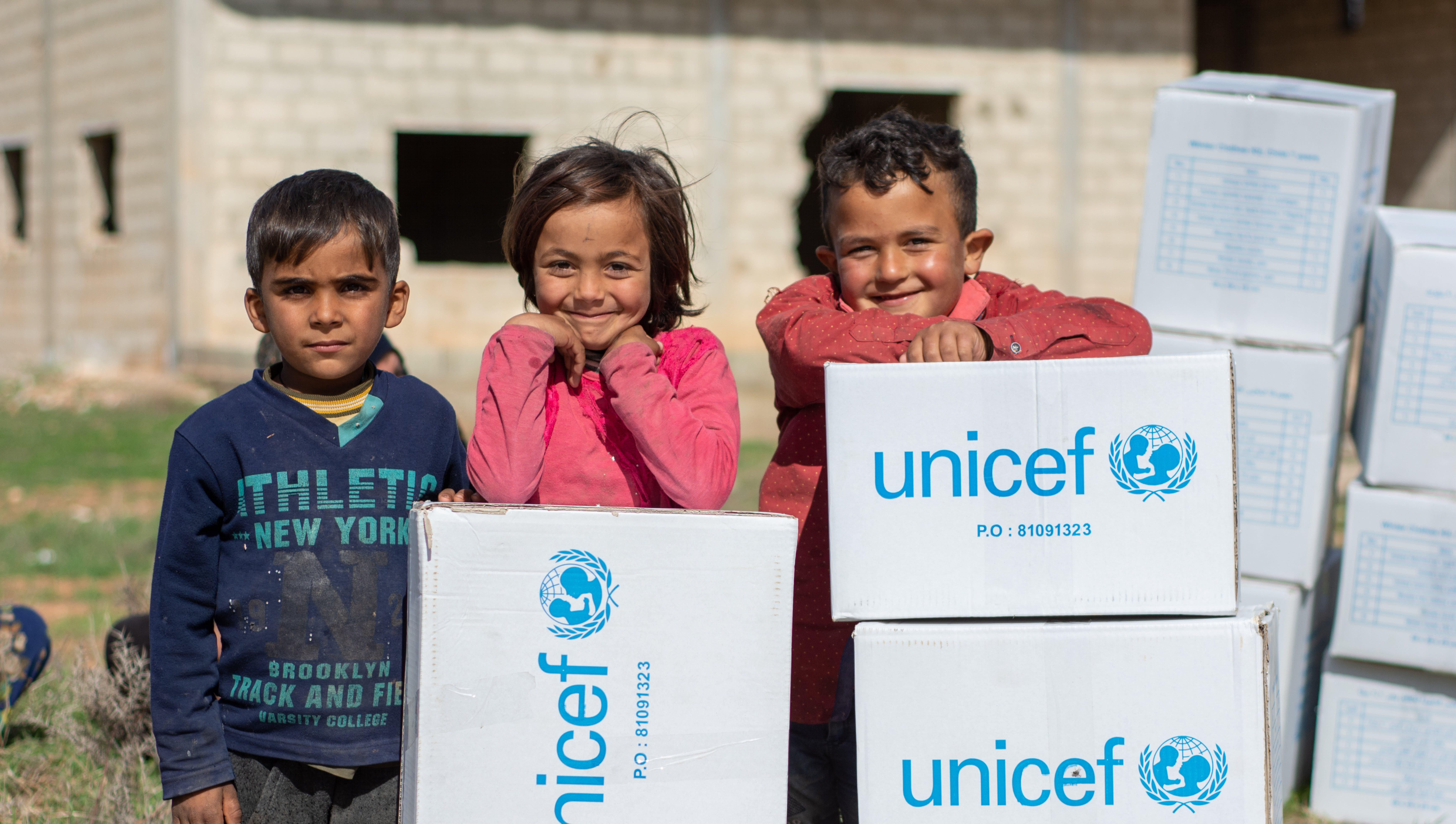 UNICEF consegna un carico di aiuti per supportare le famiglie durante l'inverno in Siria: sono stati raggiunti oltre 81 mila bambini con coperte, cappotti e altri beni nelle province rurali del nord