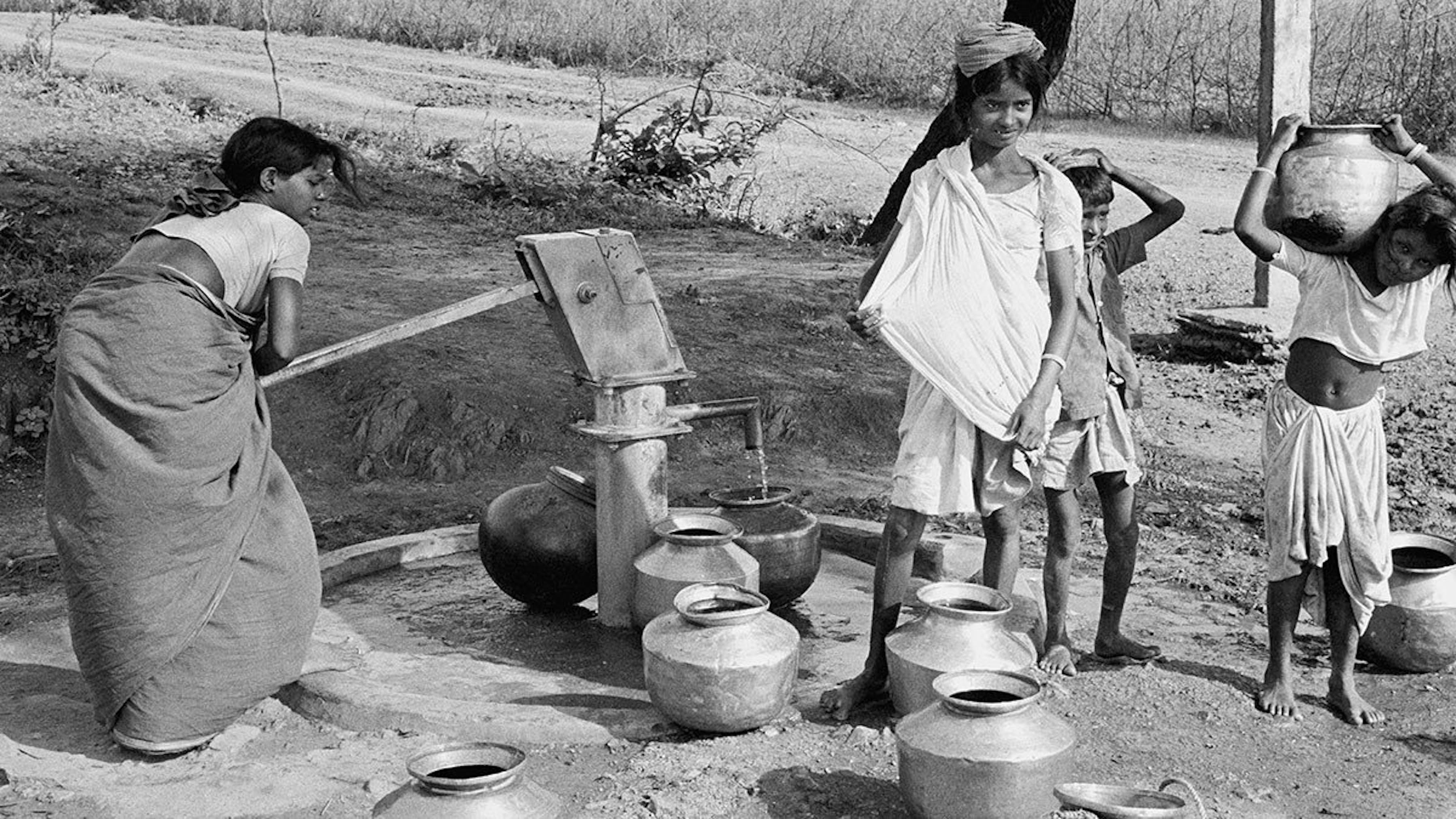 1975, l'invenzione della pompa idrica Mark II trasforma la vita nei villaggi. Qui siamo in un villaggio nello stato meridionale dell'Andhra Pradesh, in India
