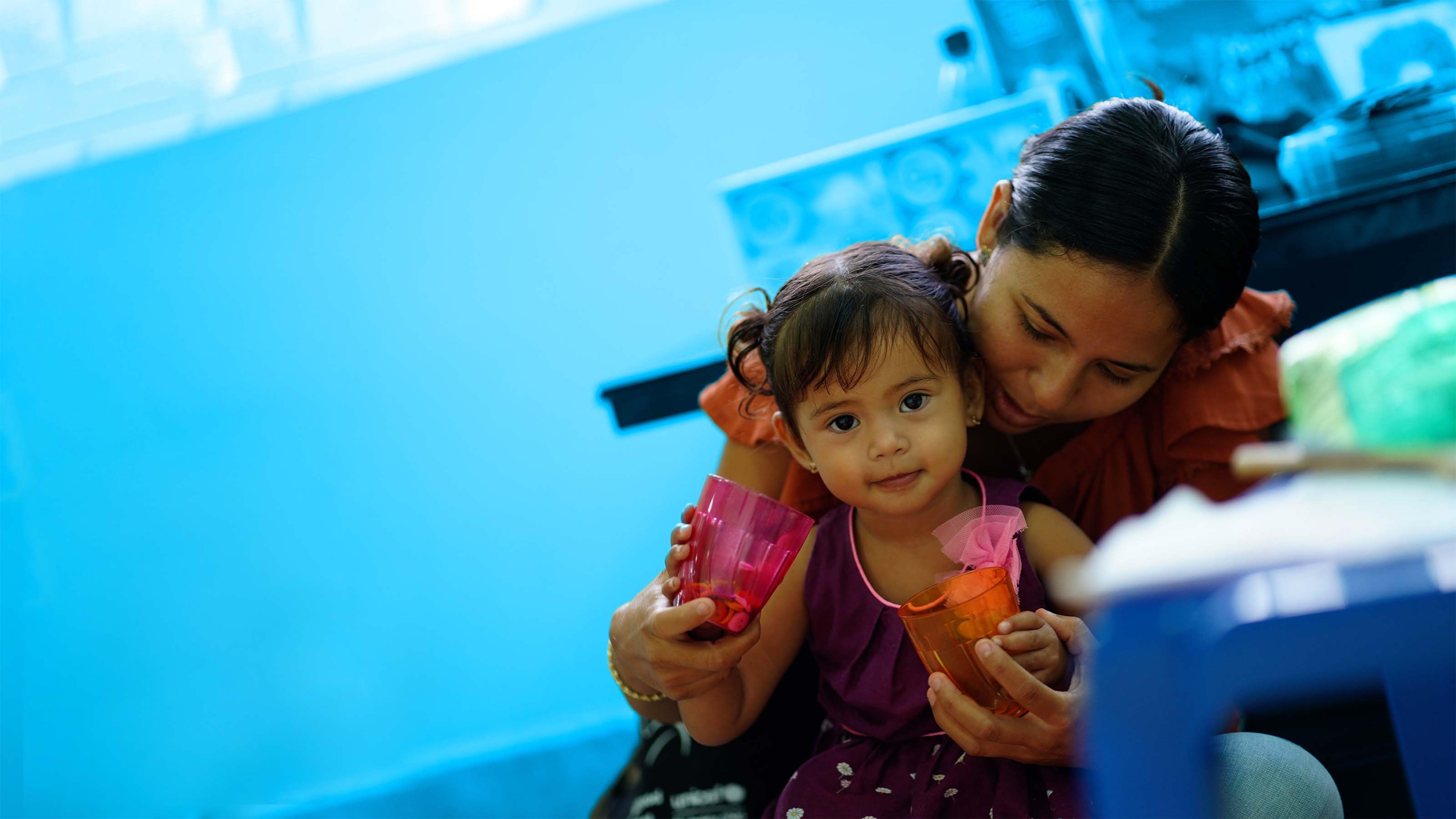 Belize, una mamma durante una visita di routine dal pediatra