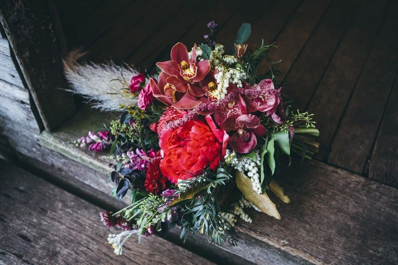 Flower bouquet with red and autumn colours
