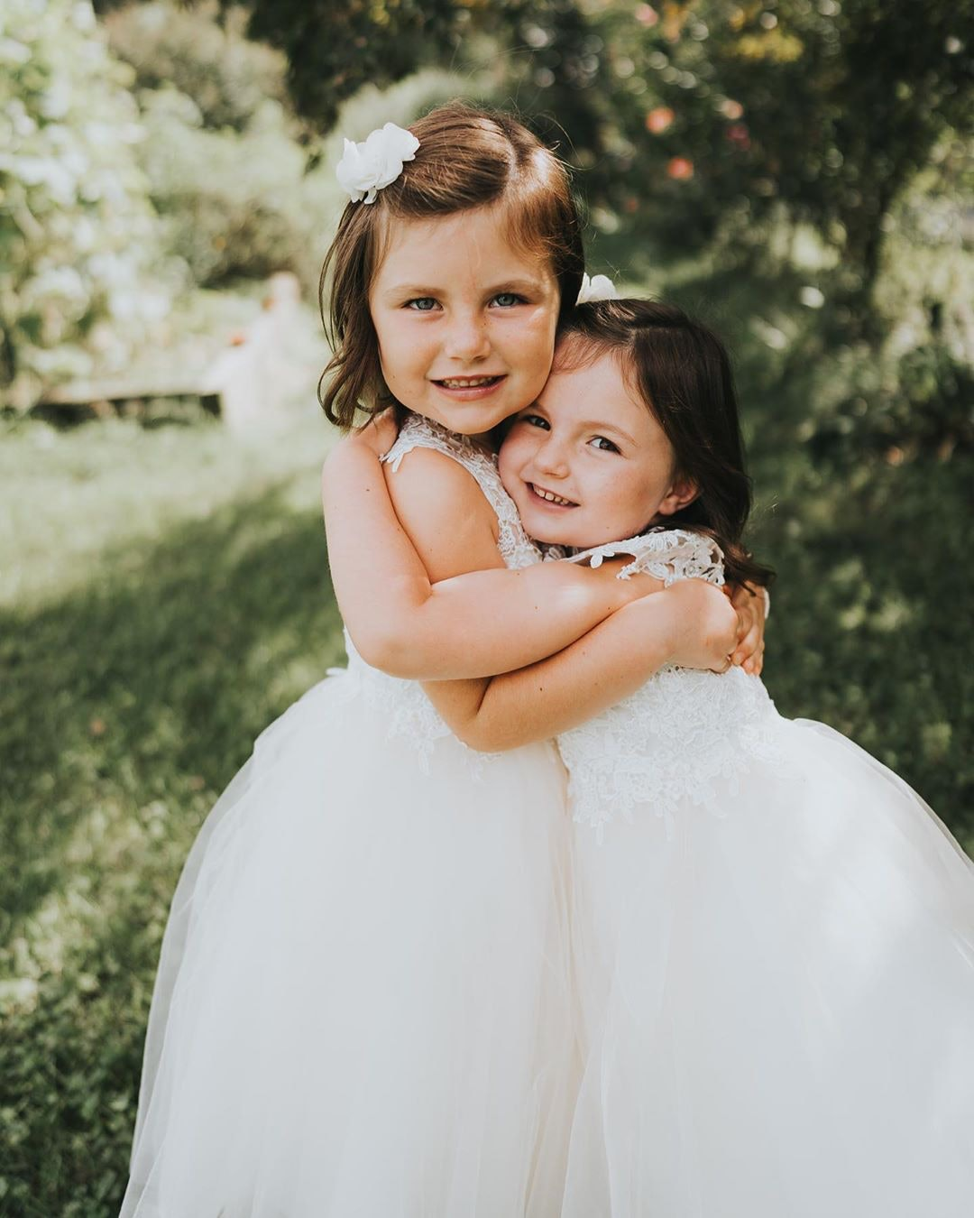 Two flowergirls hugging