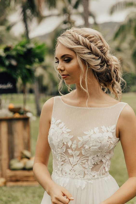 Bride with blonde hair with side braid