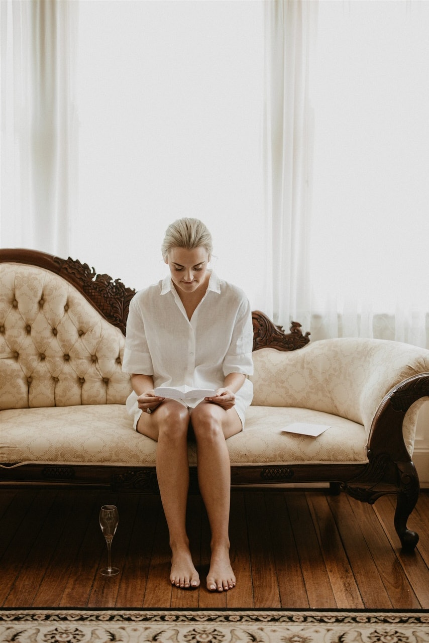 Bride reading a card on the morning of her wedding