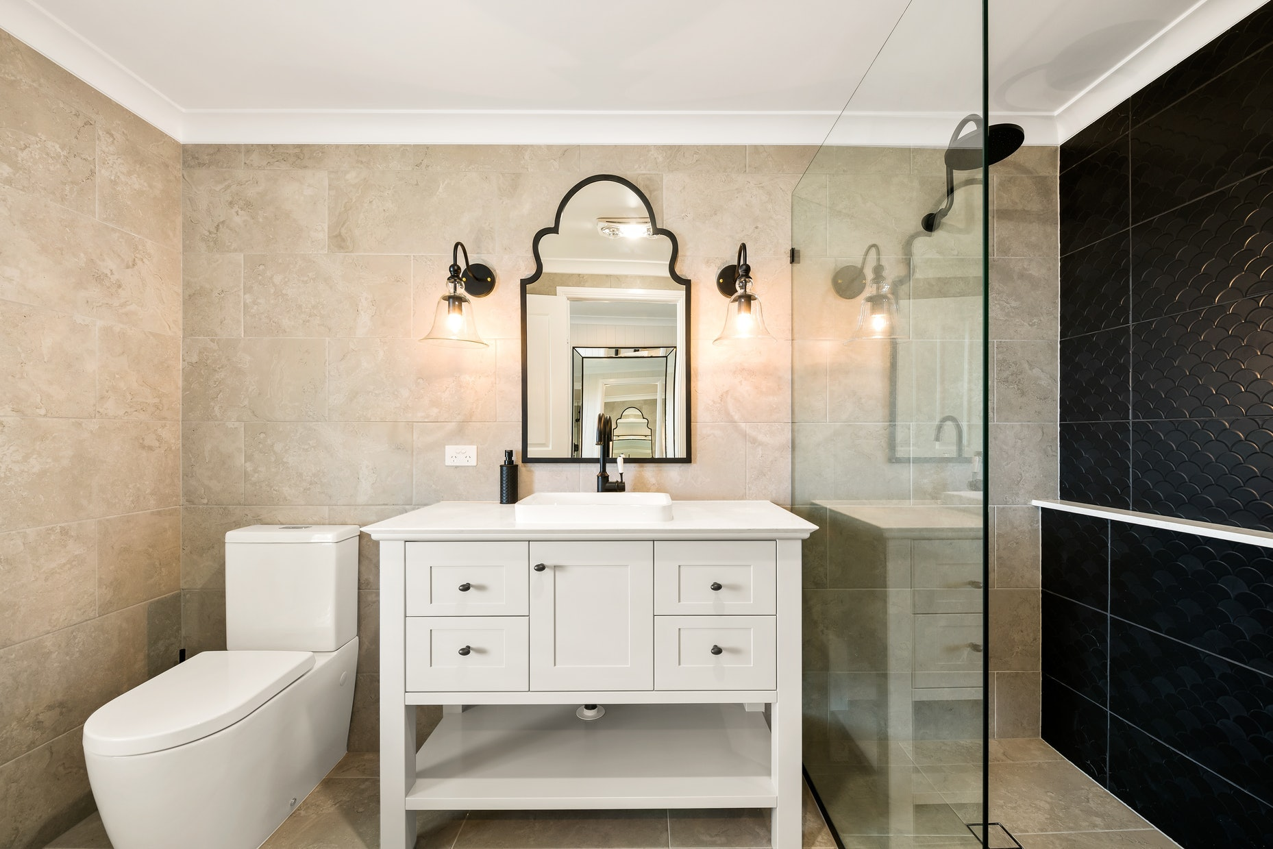 Photo of ensuite bathroom with Hamptons vanity and black scalloped mirror