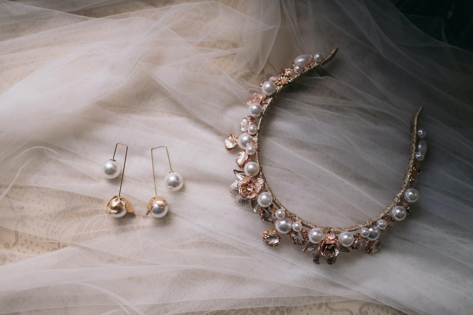 Bridal earrings and tiara