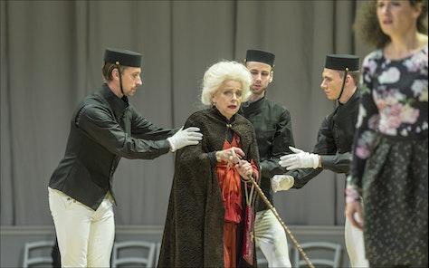 ND - Pýcha a předsudek | Iva Janžurová, Magdaléna Borová - foto: Patrik Borecký