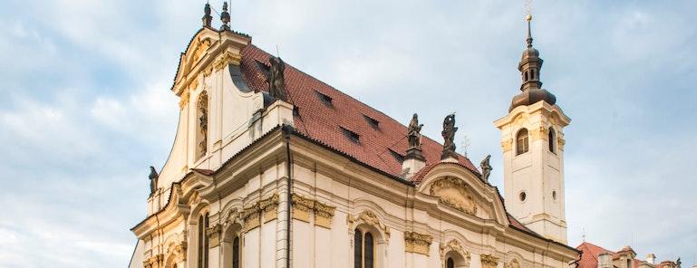 Kostel sv. Šimona a Judy - exterier - Praha - koncertní sál - Colosseum ticket - Online prodej vstupenek na koncerty klasické hudby