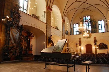 Kostel sv. Šimona a Judy - interier - Praha - koncertní sál - Colosseum ticket - Online prodej vstupenek na koncerty klasické hudby