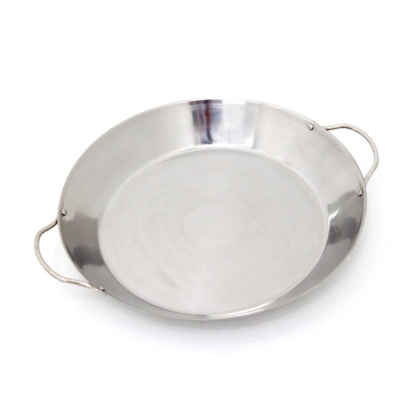 A tried and true paella pan for making deep and satisfying paella and risotto dishes on your Big Green Egg. Fits the Large Big Green Egg.