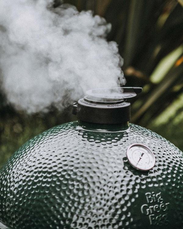 XL Big Green Egg smoking