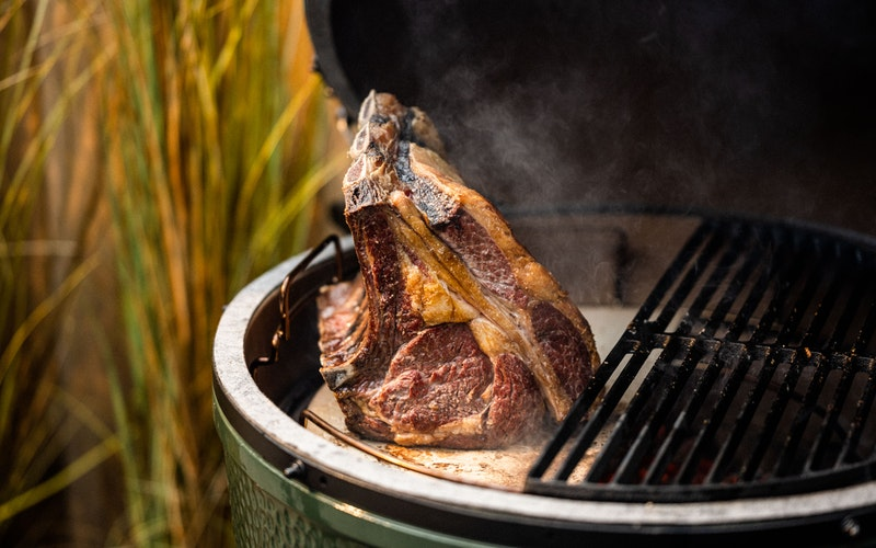 Roasting a forerib of beef indirectly using the EGGspander System