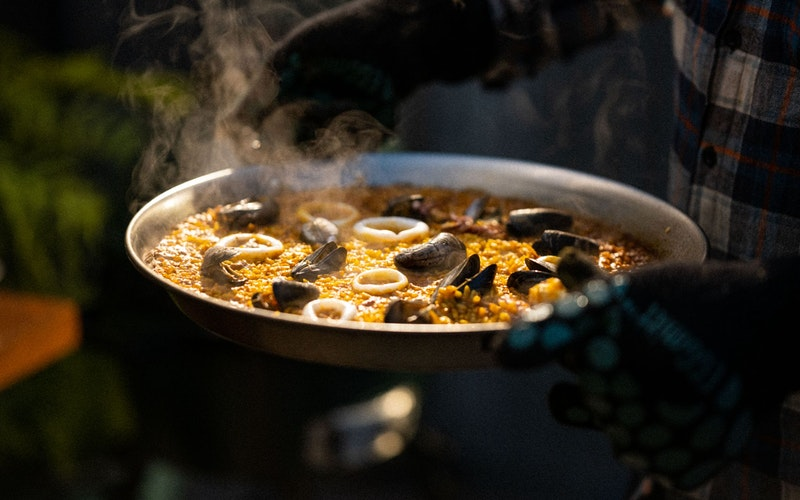 Take your favourite soups, stews, chillis, and paellas to the next level by cooking them on your Big Green Egg