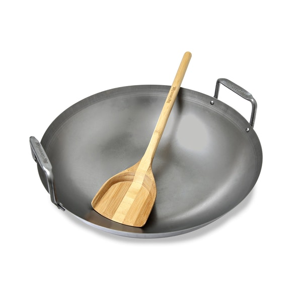 A stainless steel Wok designed to sit snugly in the EGGspander System for your Big Green Egg