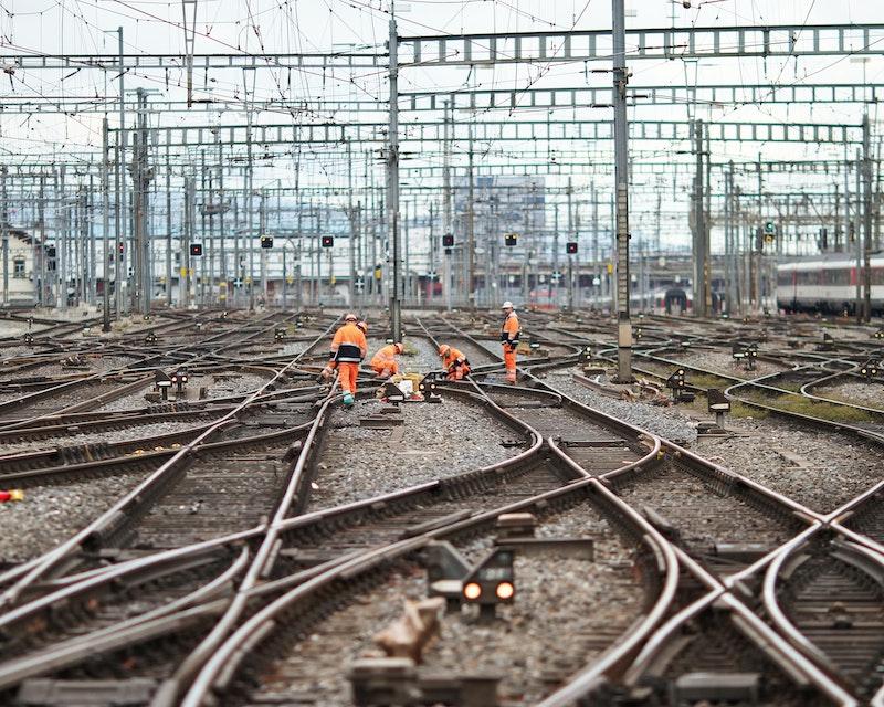 Een weerwar van spoorwegkruisingen