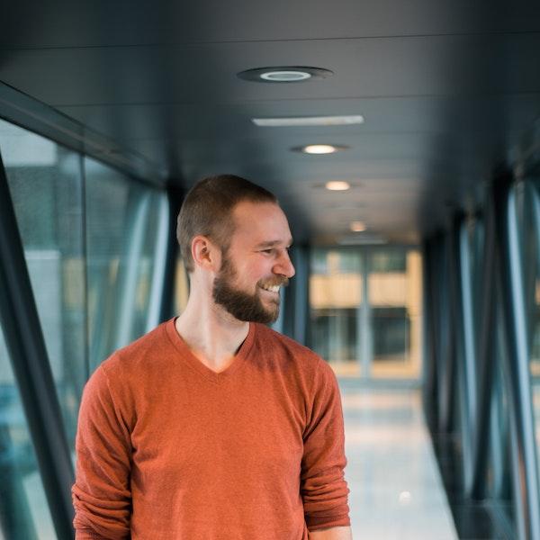 Portretfoto van een van de software engineers bij Bright Alley