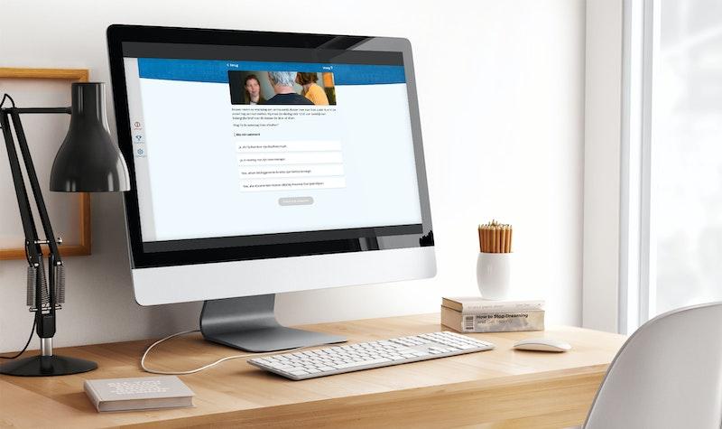 Powerapp Desktop mock-up die op een bureau staat