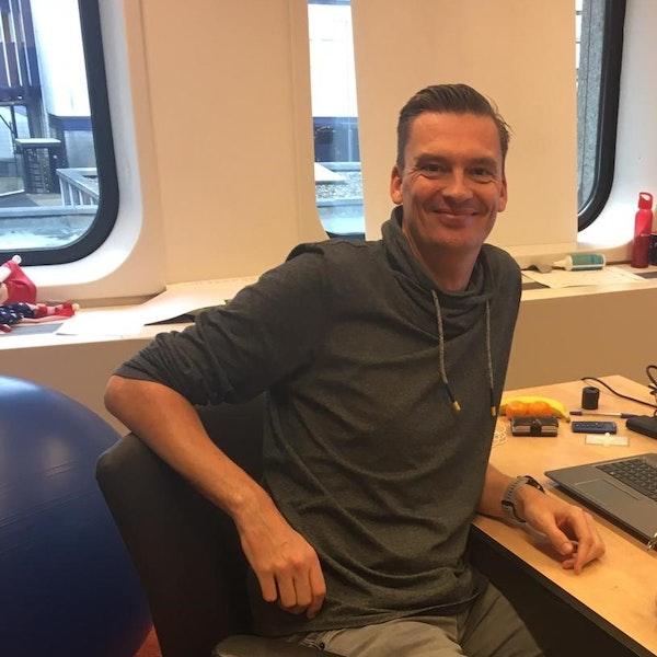 Arjan Braam achter bureau