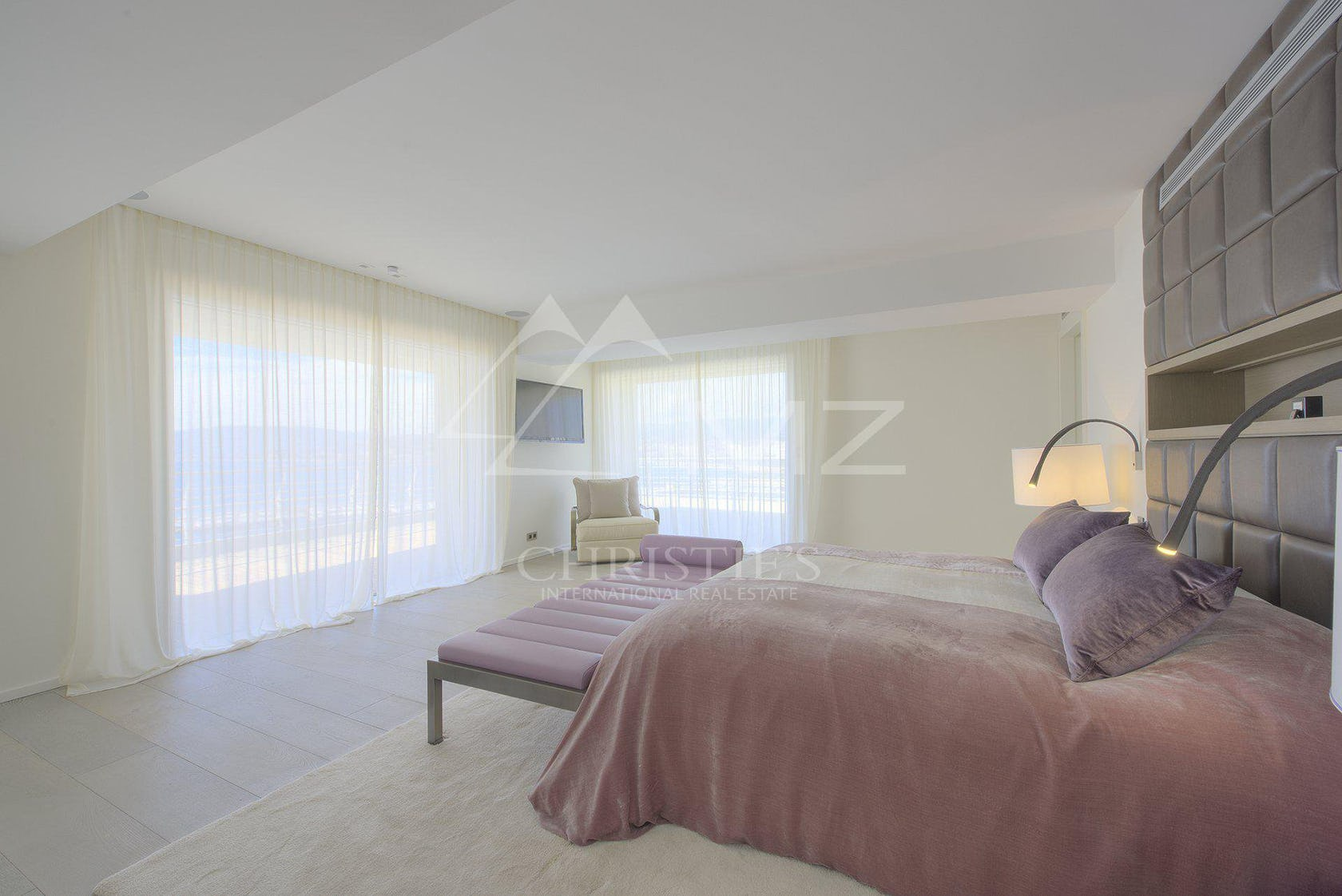 bedroom room indoors bed furniture dorm room