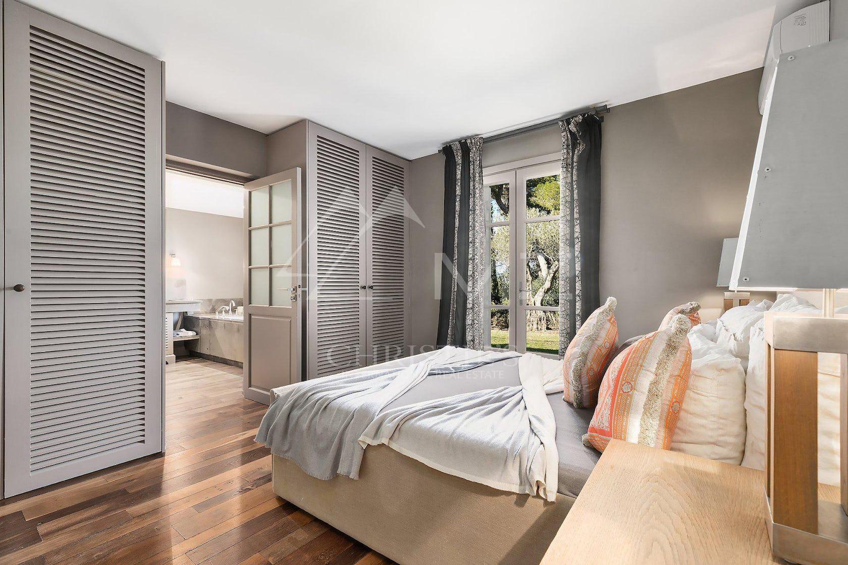 bedroom room indoors flooring furniture wood hardwood floor interior design dorm room