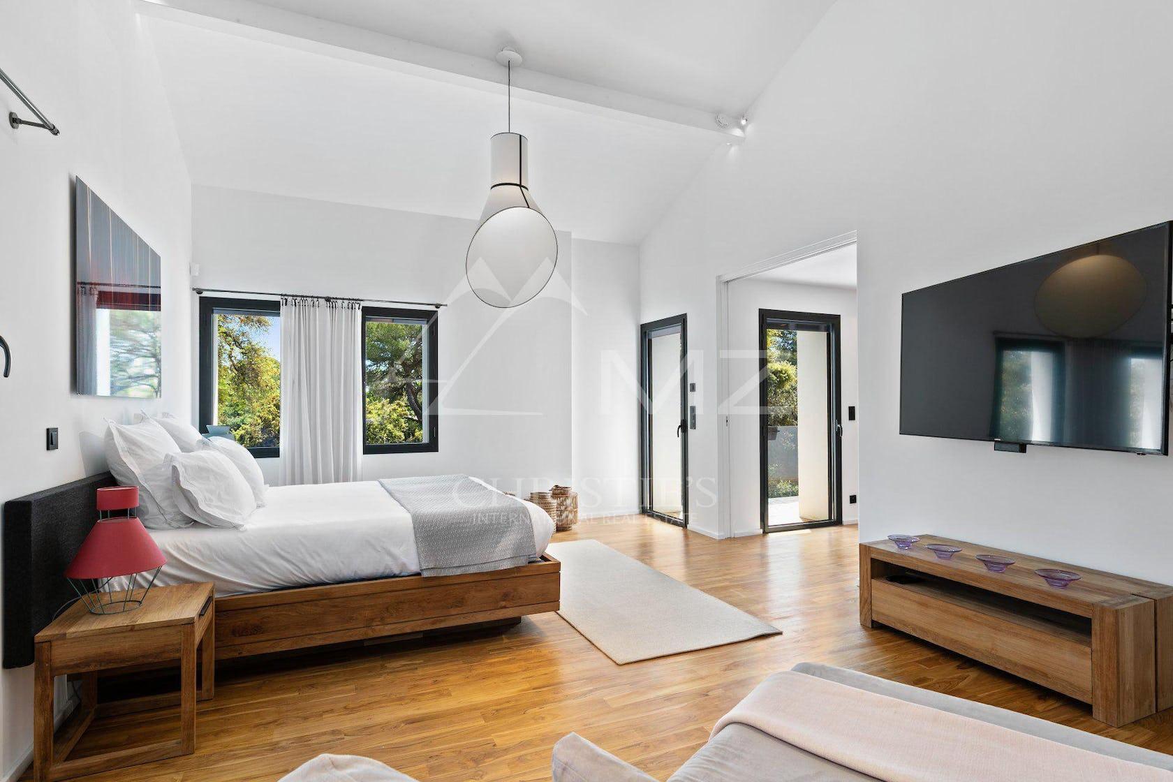flooring interior design indoors bedroom room furniture wood floor hardwood