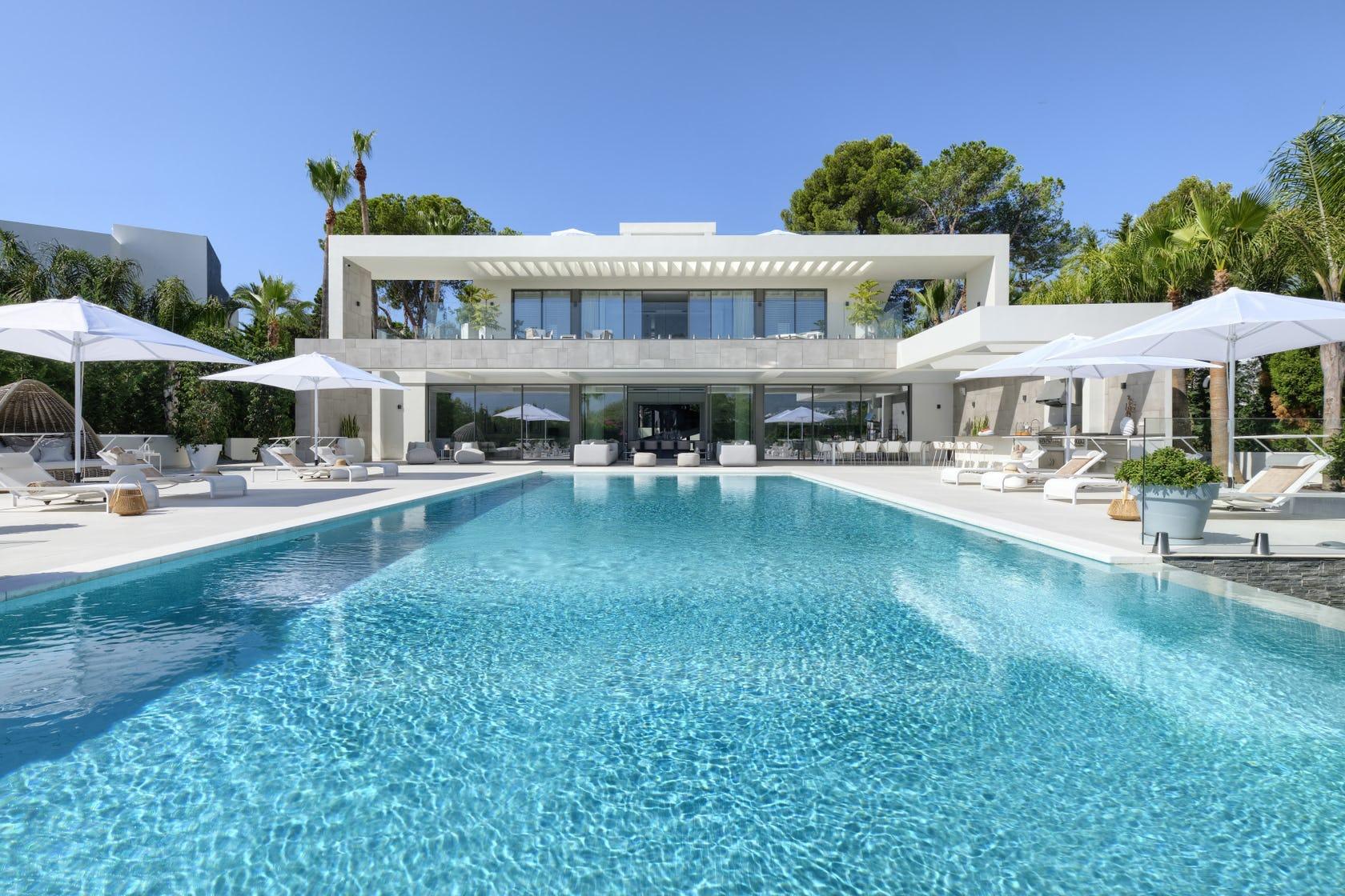 Investing in a villa in Las Brisas