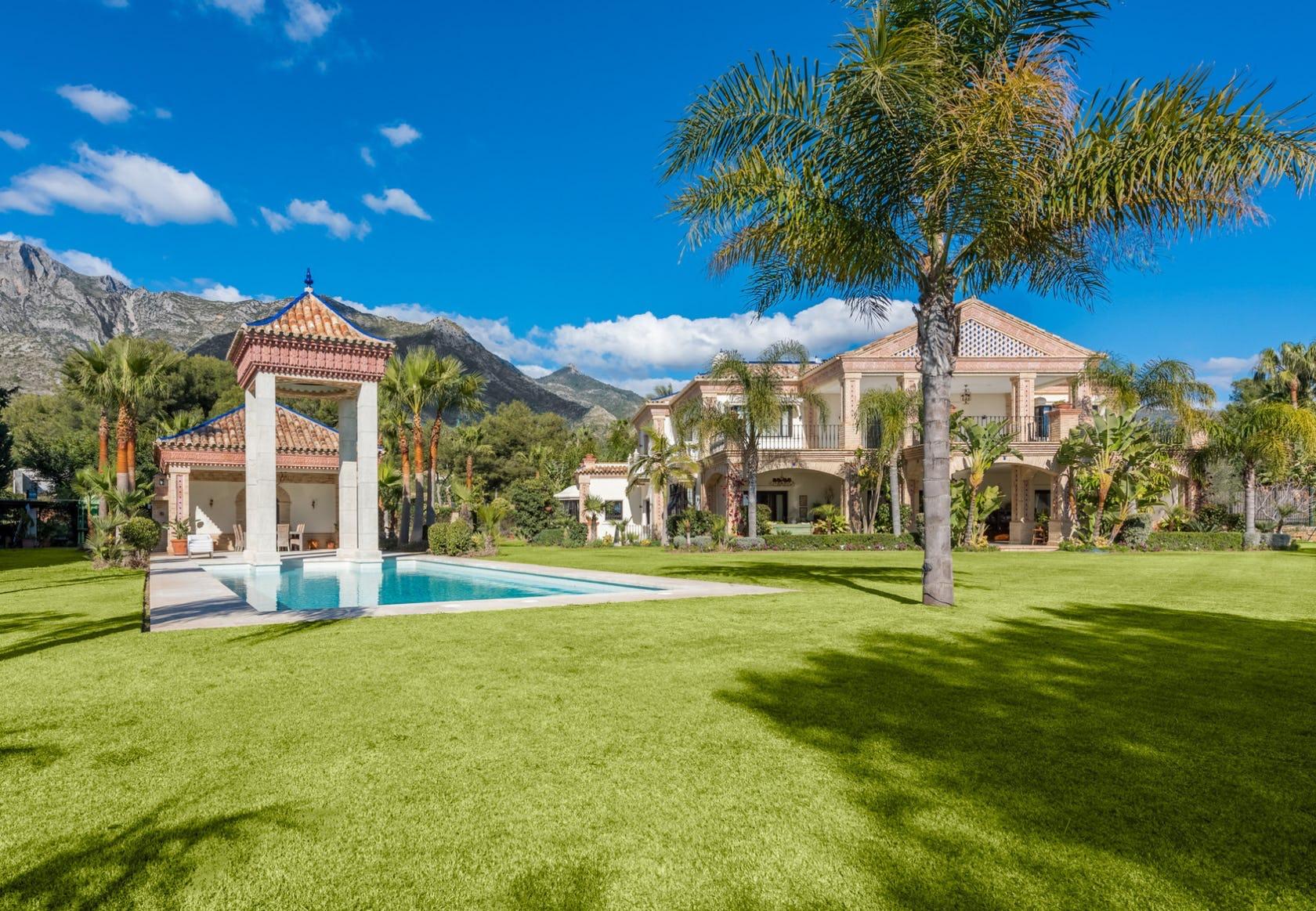 Investing in a villa in Sierra Blanca