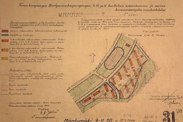 Asemakaavan muutosehdotus vuodelta 1944. Mäntymäki I:en kerrostalot on asemoitu jo toteutuneeseen n. pohjois-etelä-suuntaan ja talousrakennukset ovat paikoillaan. Tontin koilliskulmassa olevien kahden rakennuksen sijasta paikalle rakennettiin vanhusten asuintalo 1960-luvulla. Mäntymäki II:en neljä rakennusta ovat kaavan lounaiskulmassa. Kaava: KLL