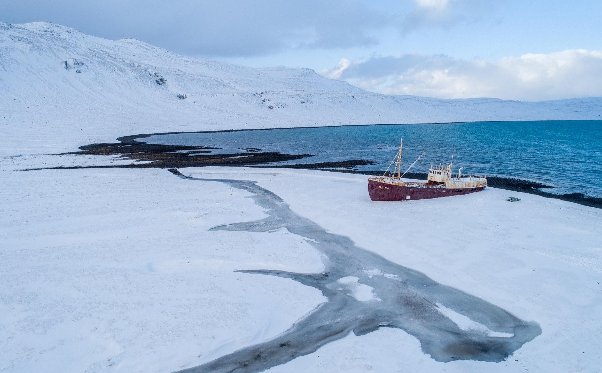 transportation,vessel,vehicle,watercraft,boat,outdoors,nature,ice,ship