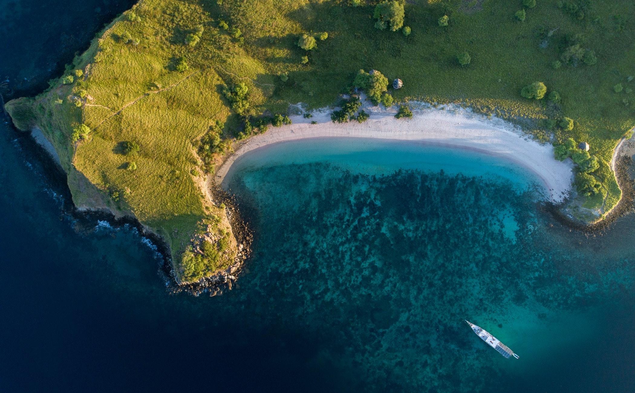 nature,outdoors,land,water,sea,shoreline,coast,beach,landscape,scenery