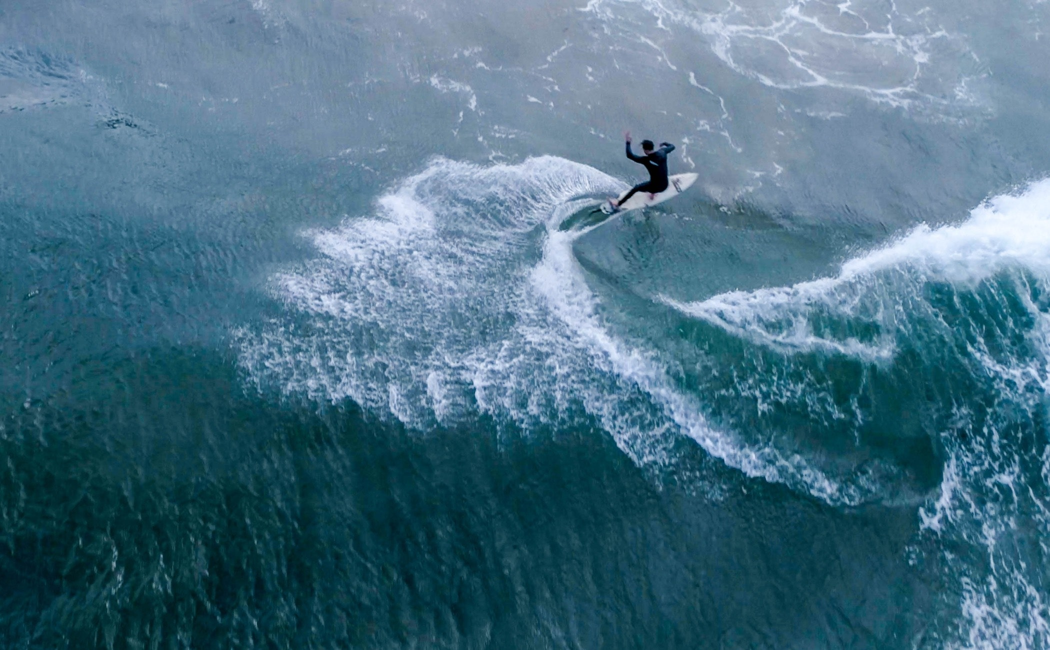 outdoors,nature,ocean,sea,water,human,person,sea waves,sport,surfing