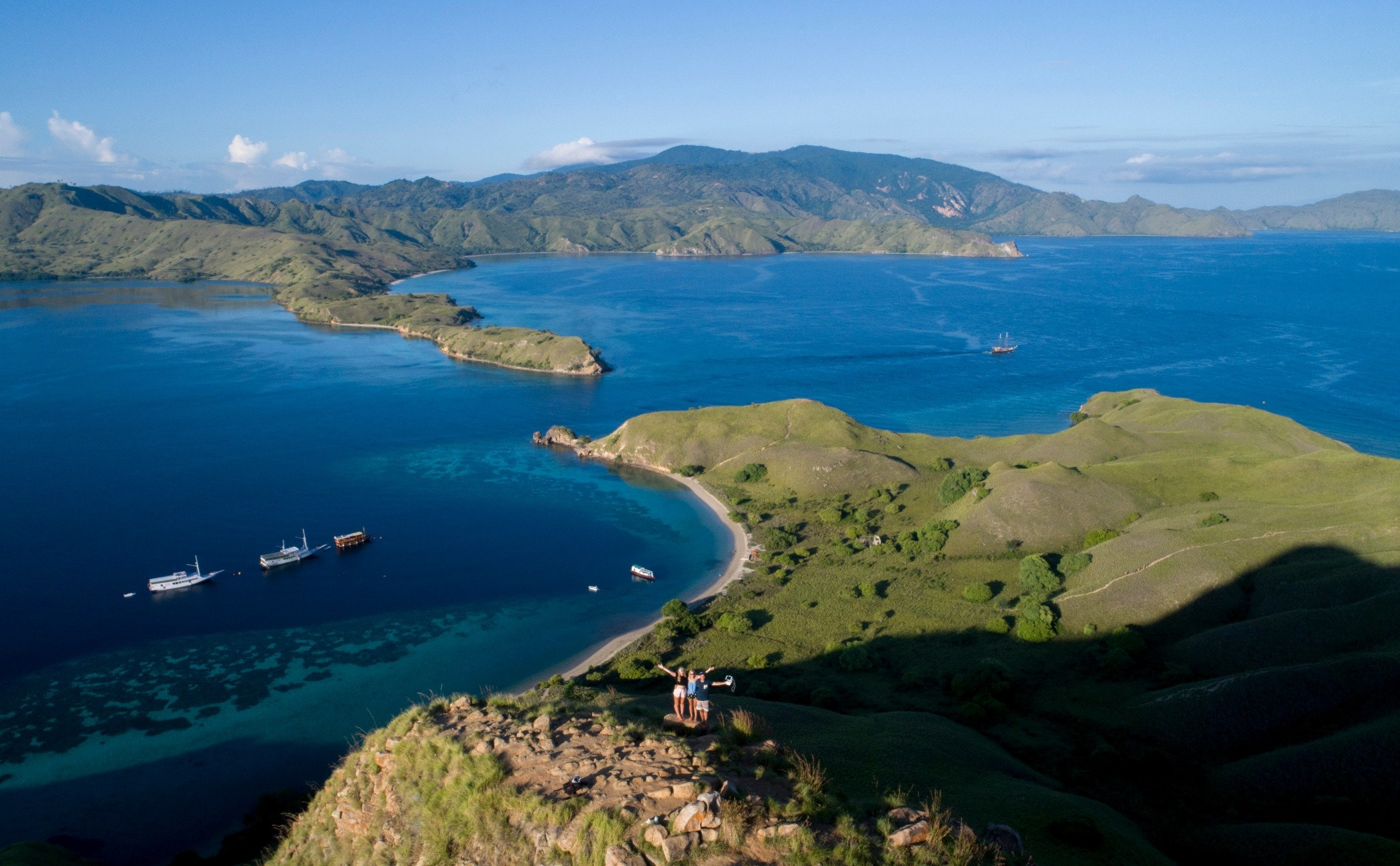 land,outdoors,nature,water,sea,shoreline,coast,boat,transportation,peninsula