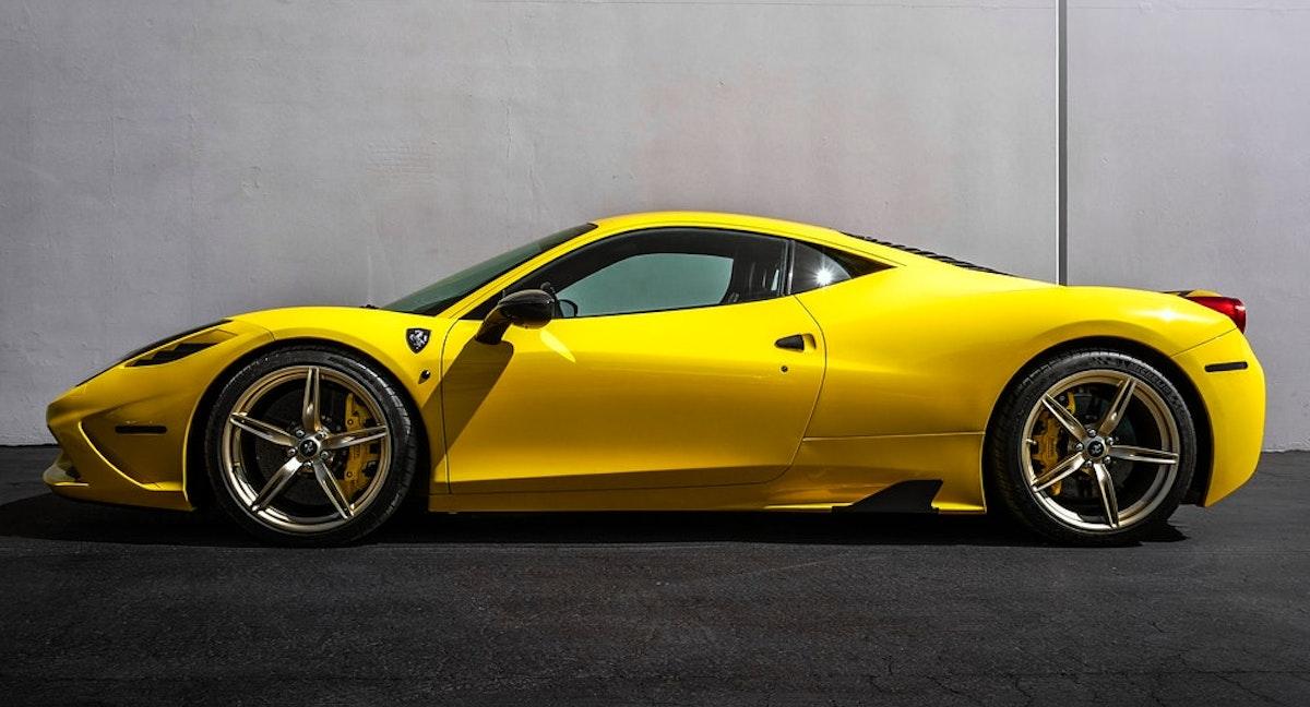 luxury car ferarri