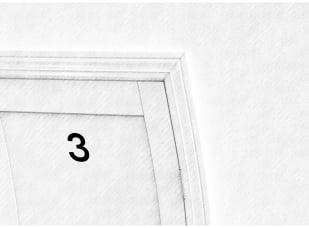 Zniekształcone drzwi z numerem 3 i czarno-białych odcieniach