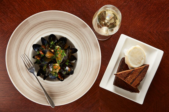 Mussles with Guiness Bread
