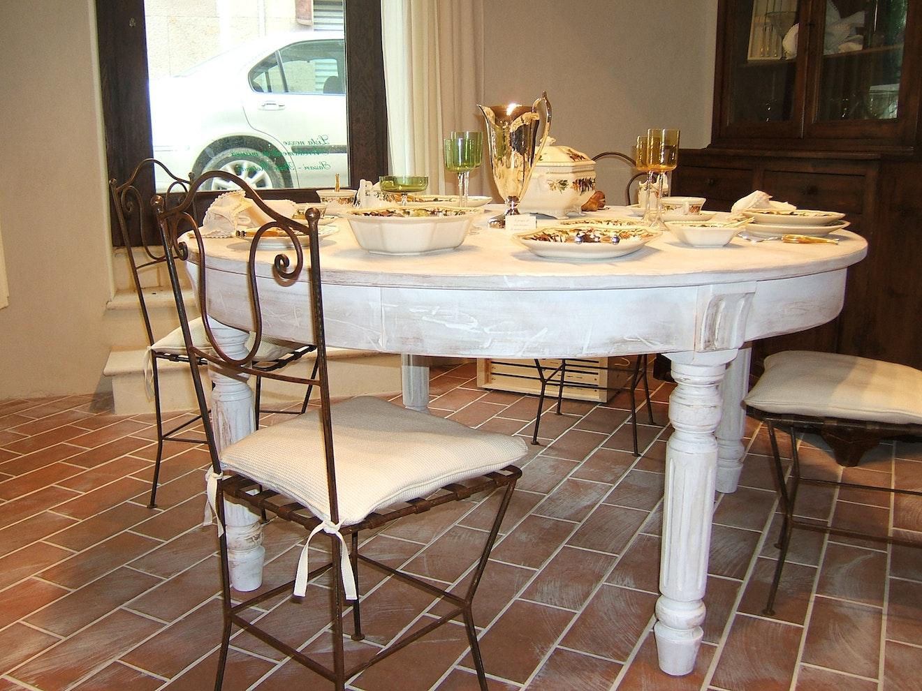 1513680875 sedia con tavolo tondo bianco