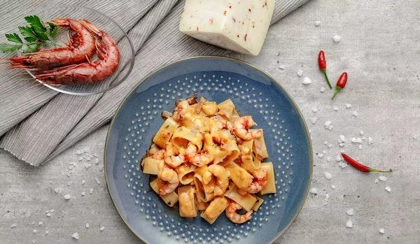 R048 e8-calamarata-con-gamberi-pancetta-e-brigante-al-peperoncino